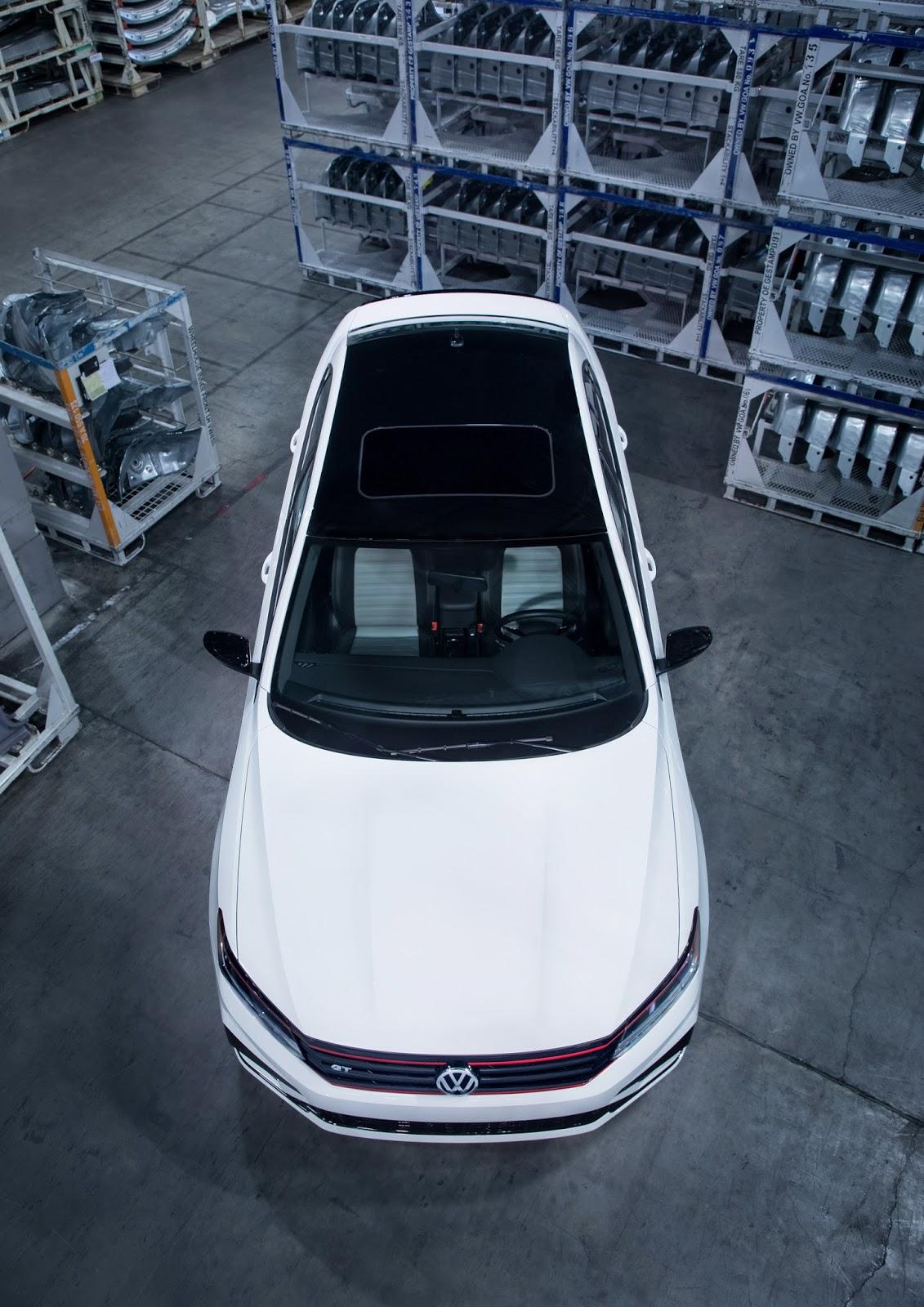 2018_Volkswagen_Passat_GT_0018