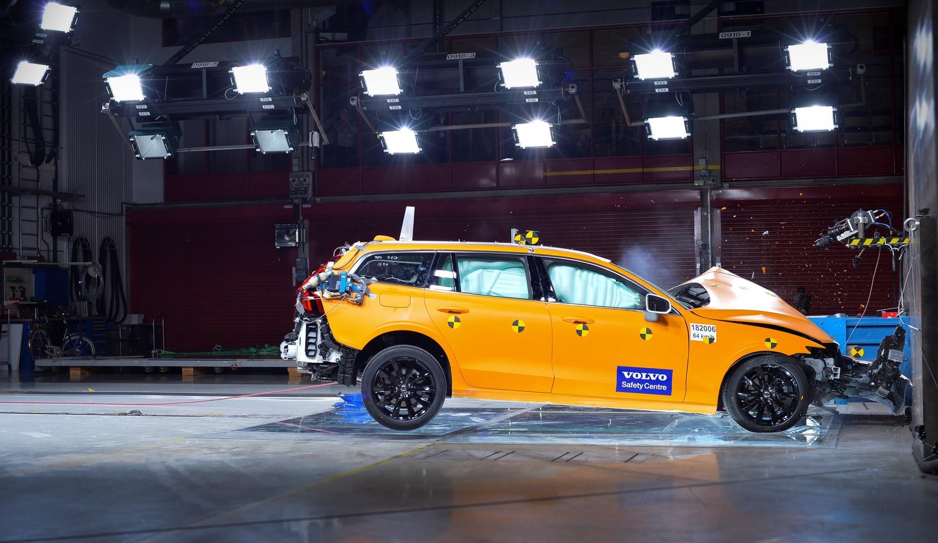 New Volvo V60 crash test still