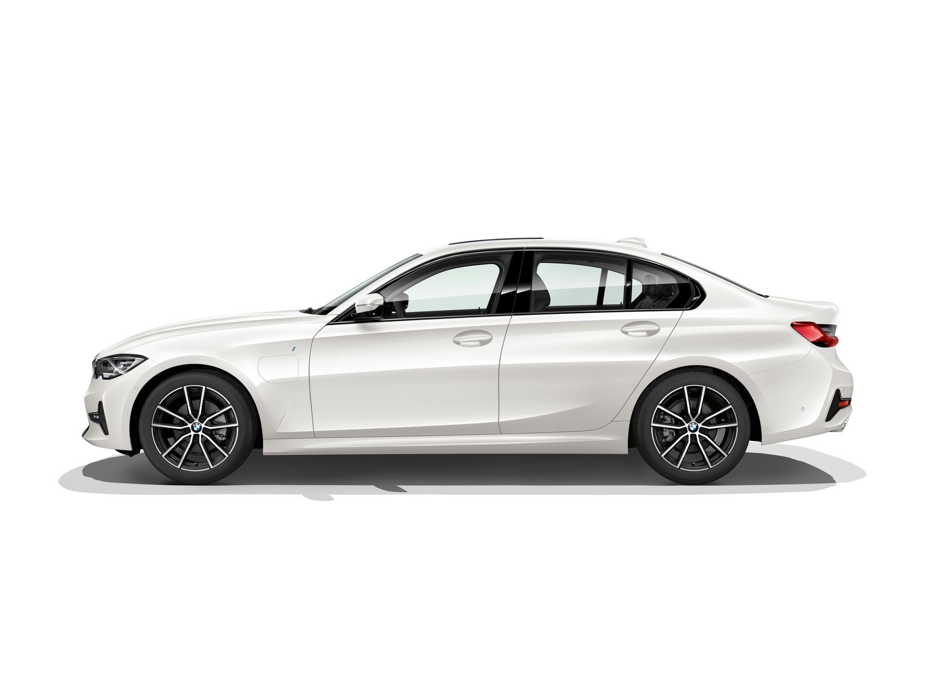 2019_BMW_330e_0000