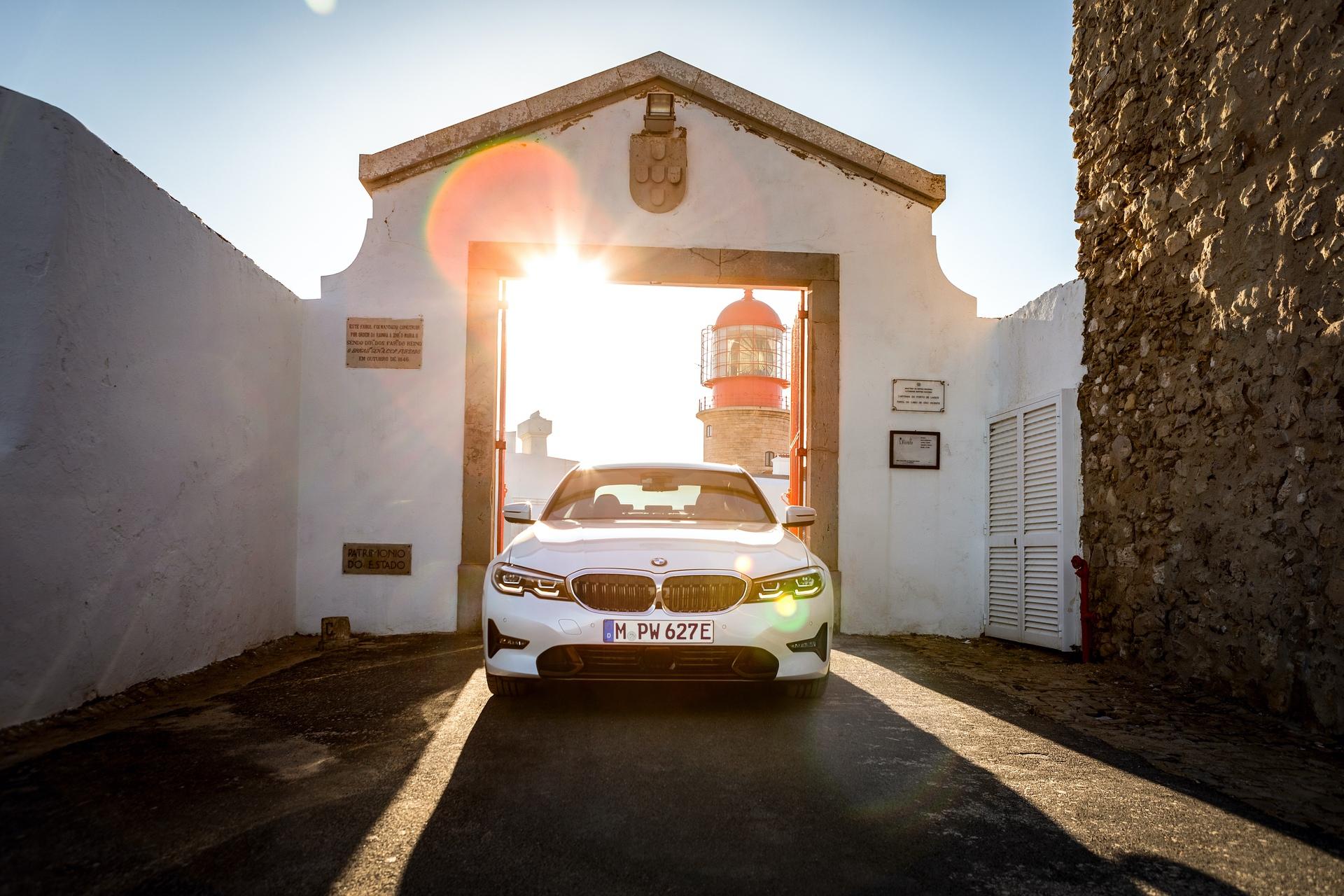 2019_BMW_330e_0004