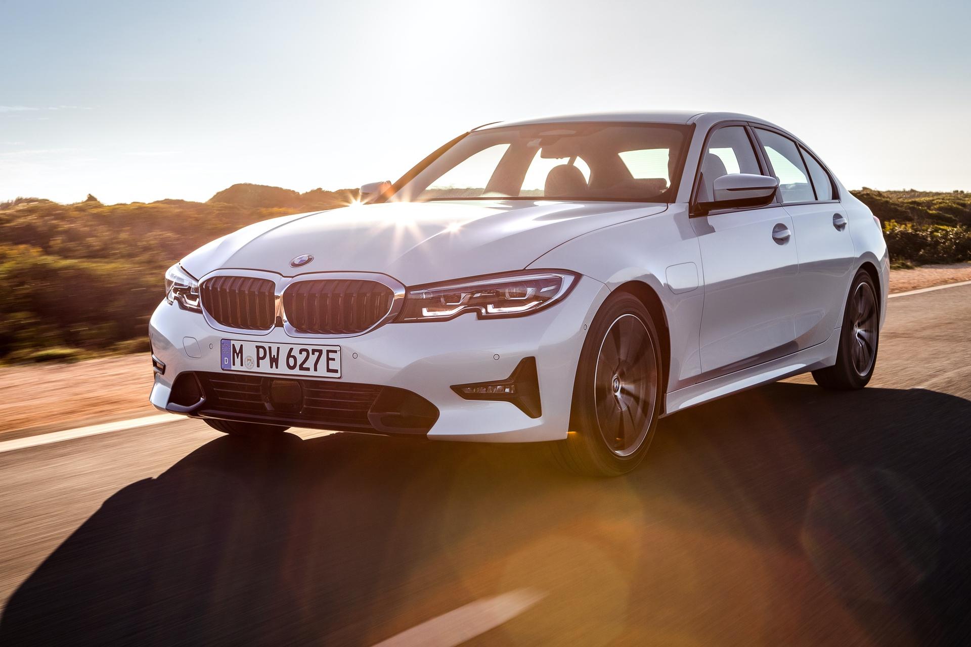 2019_BMW_330e_0006