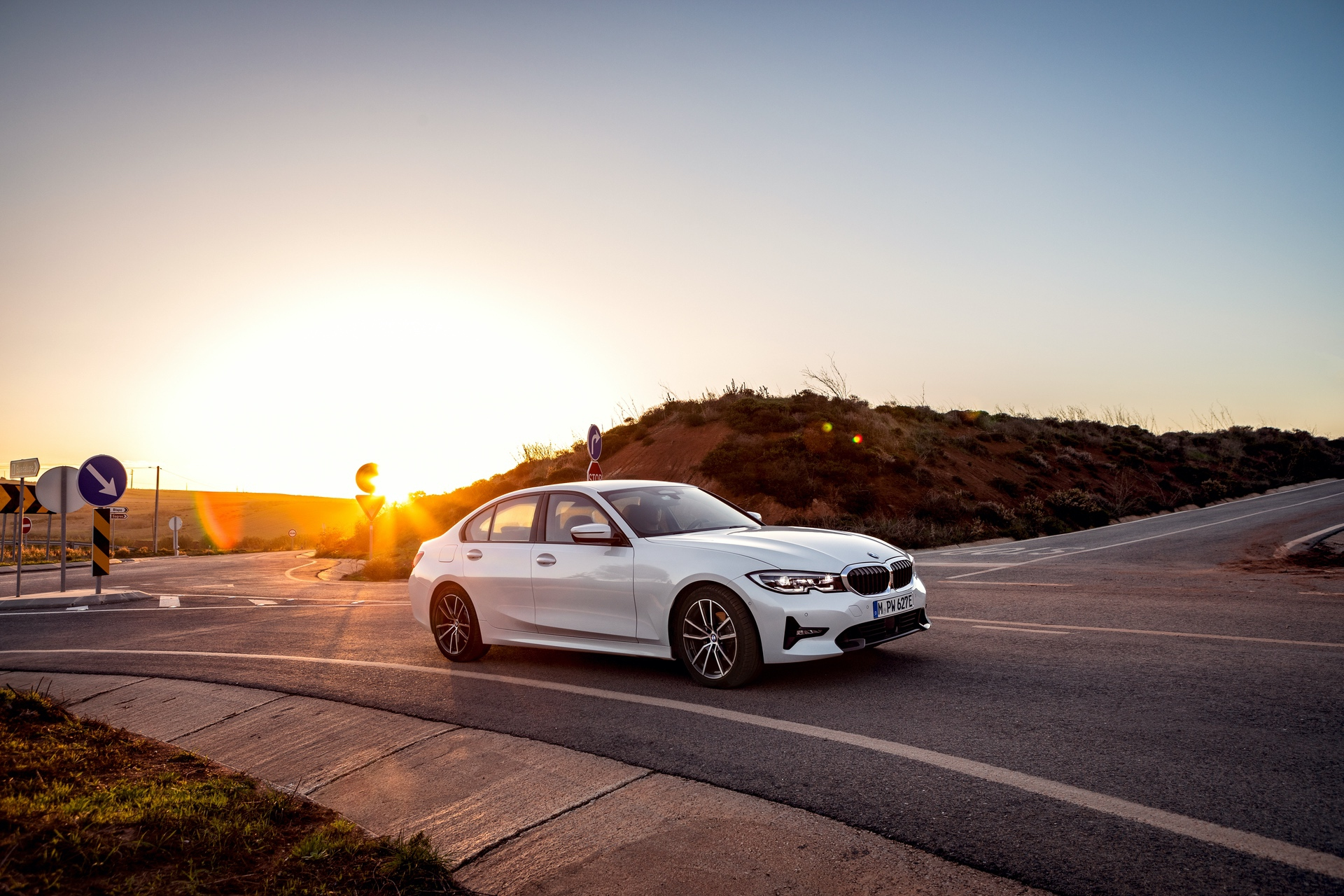 2019_BMW_330e_0007