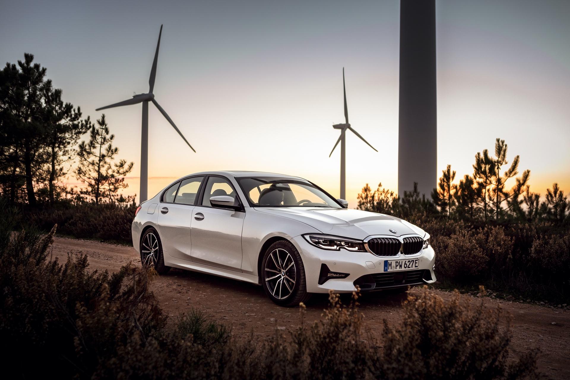 2019_BMW_330e_0009