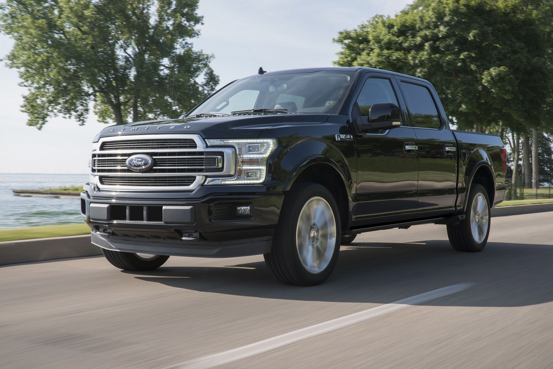 2019_Ford_F-150_Limited_0000