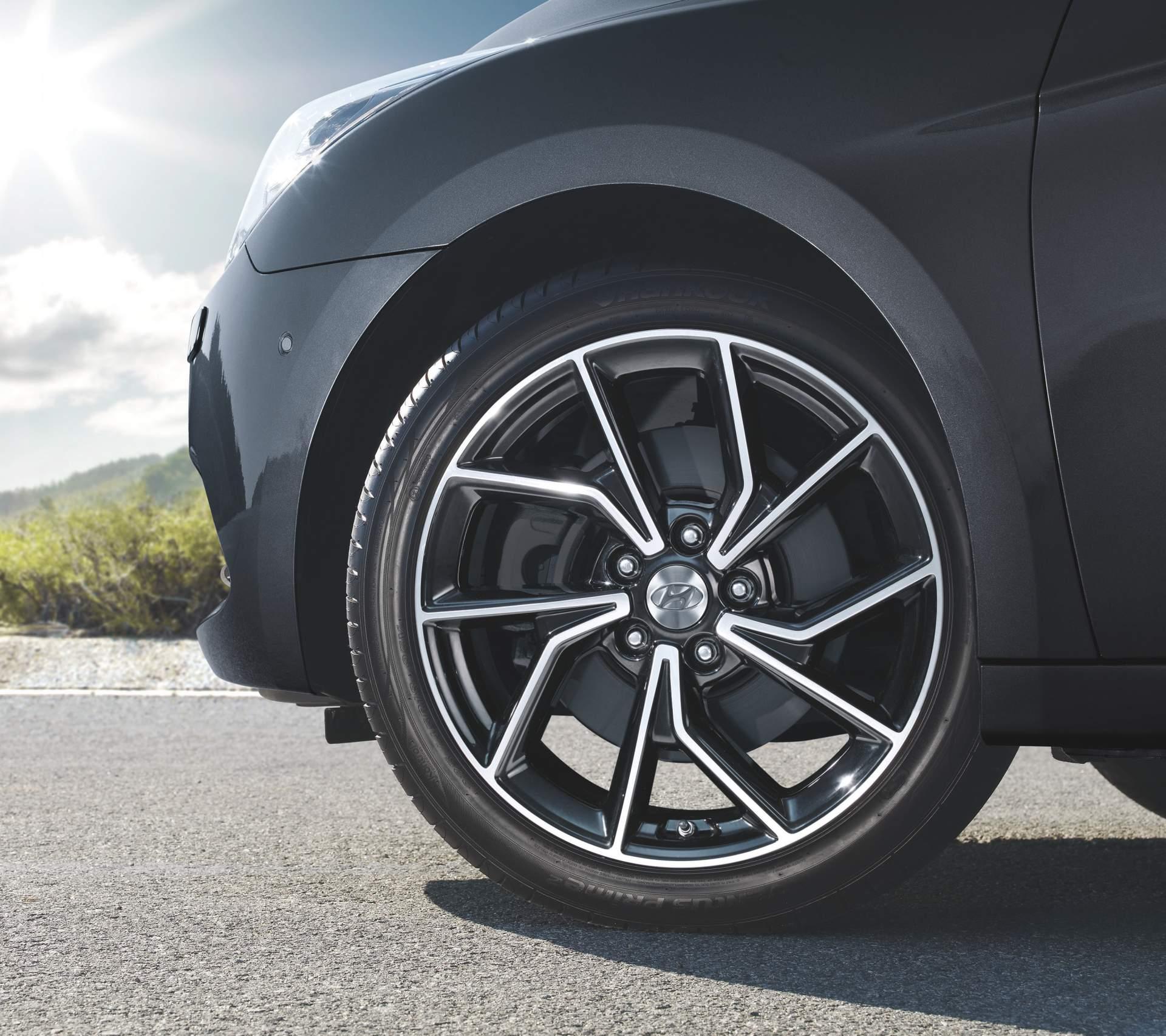 2019_Hyundai_i40_facelift–09