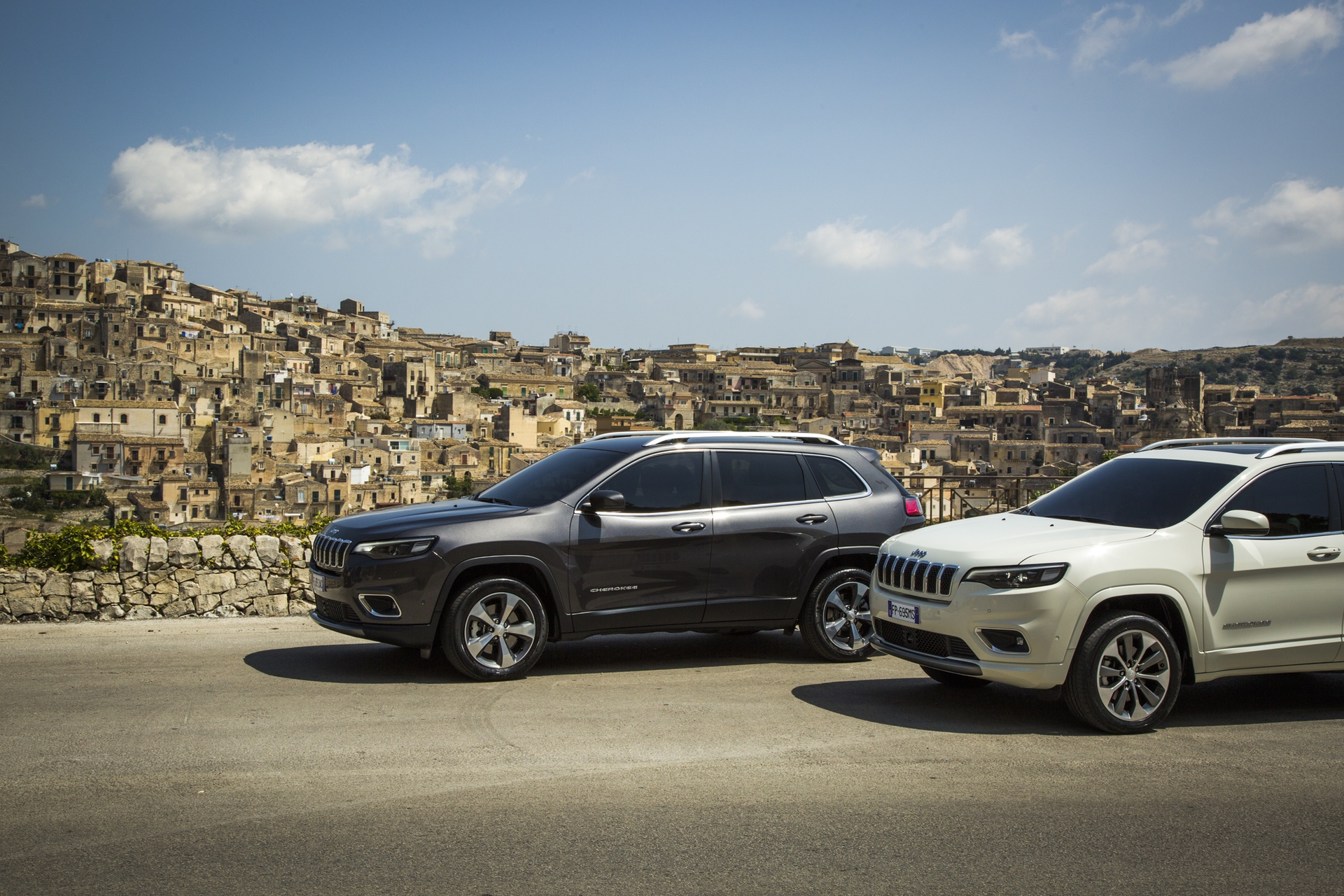 180906_Jeep_New-Cherokee-line-up_01