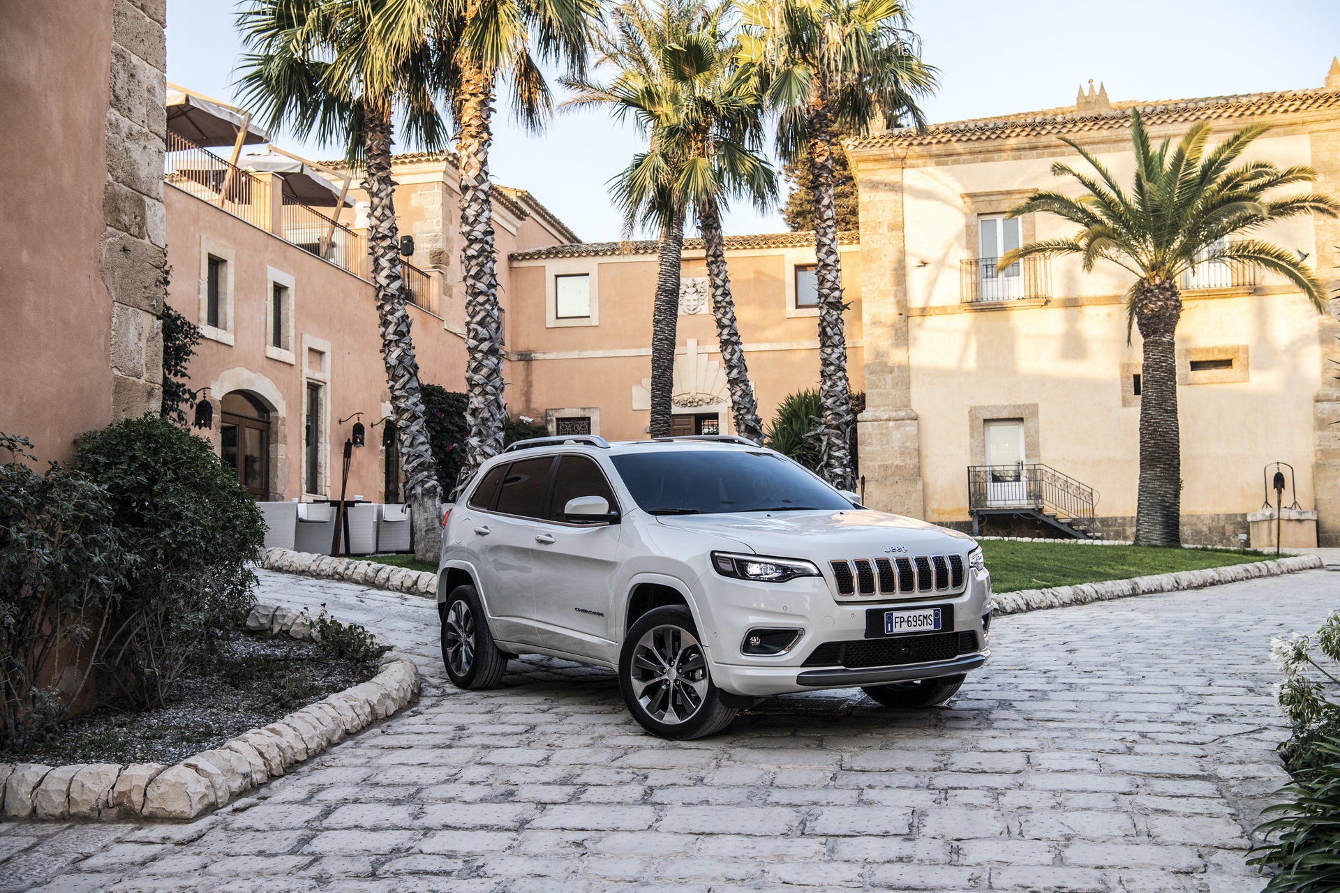 180906_Jeep_New_Cherokee-Overland_12