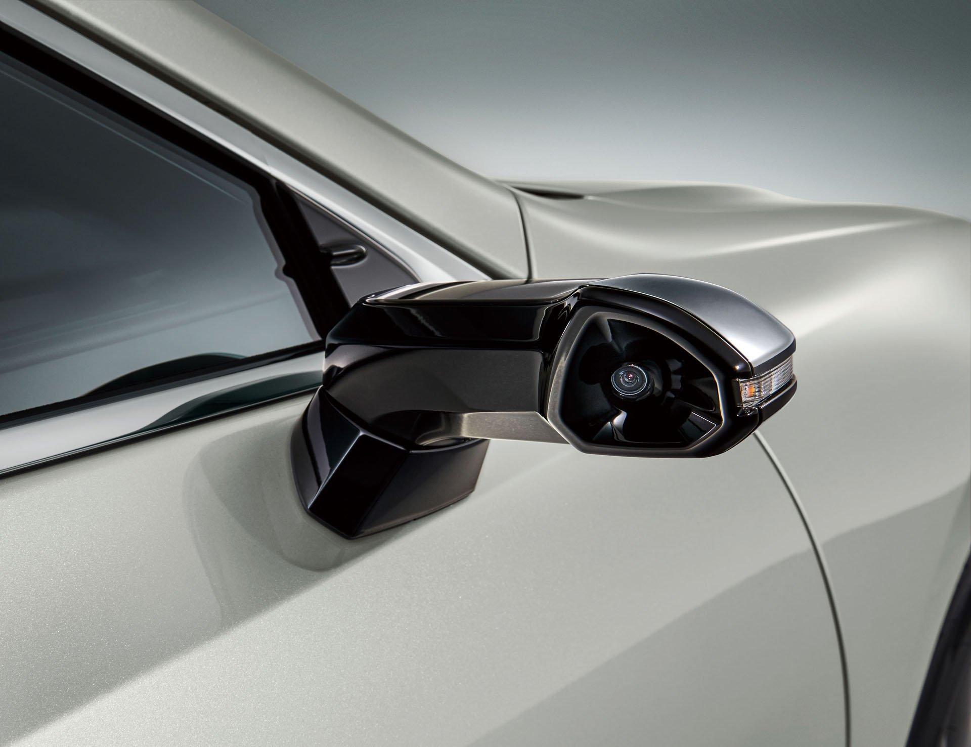 2019_Lexus_ES_0019