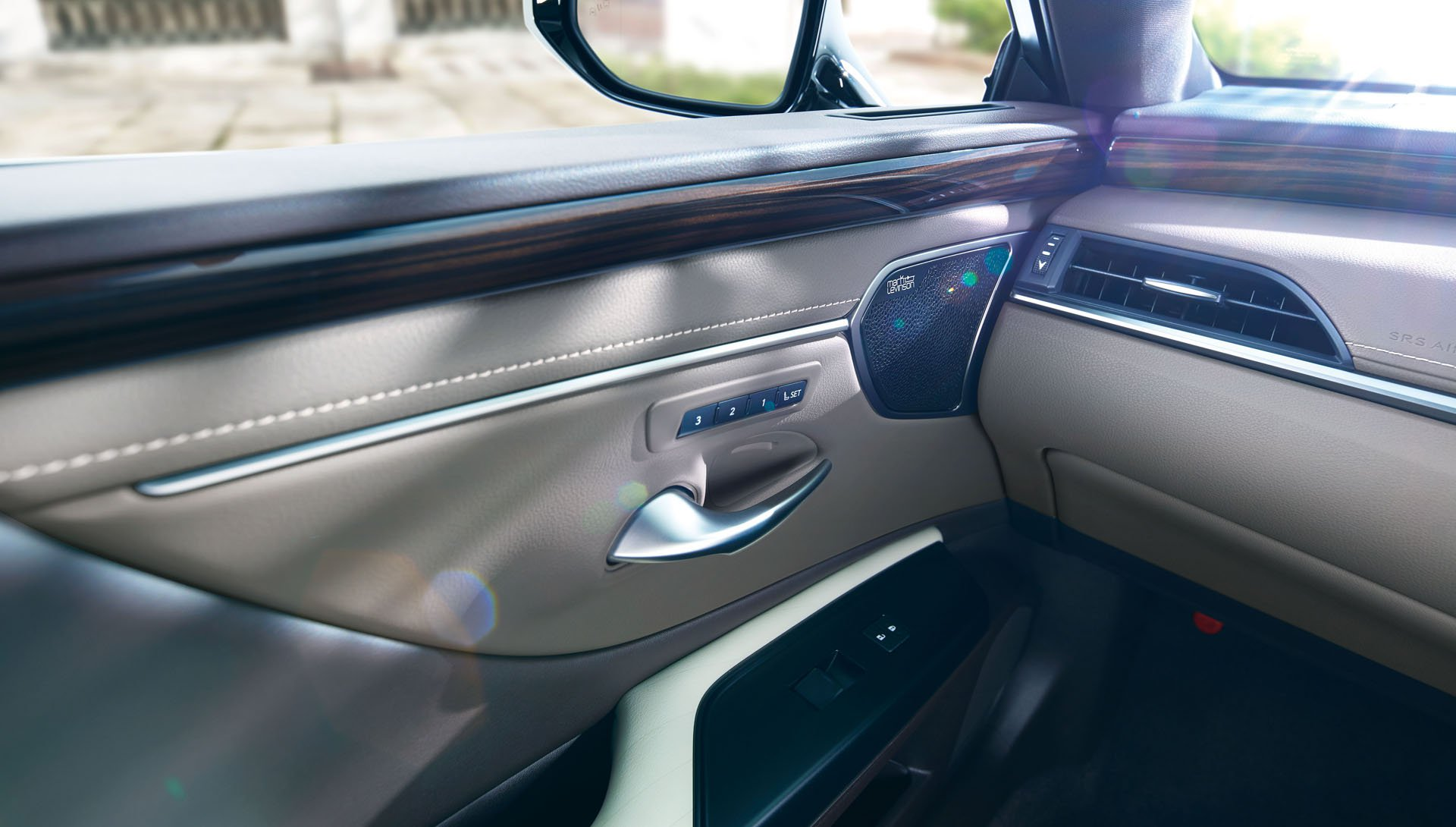 2019_Lexus_ES_0031