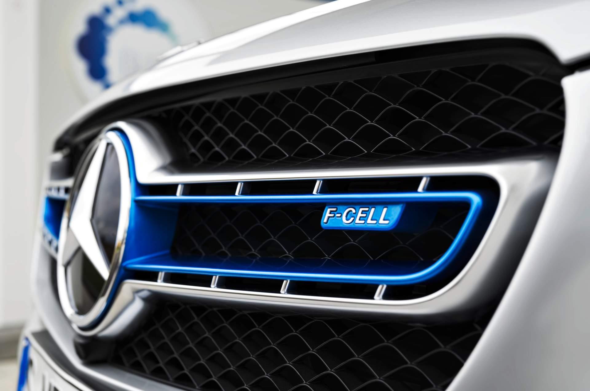 2019_Mercedes_GLC_F-Cell_0006