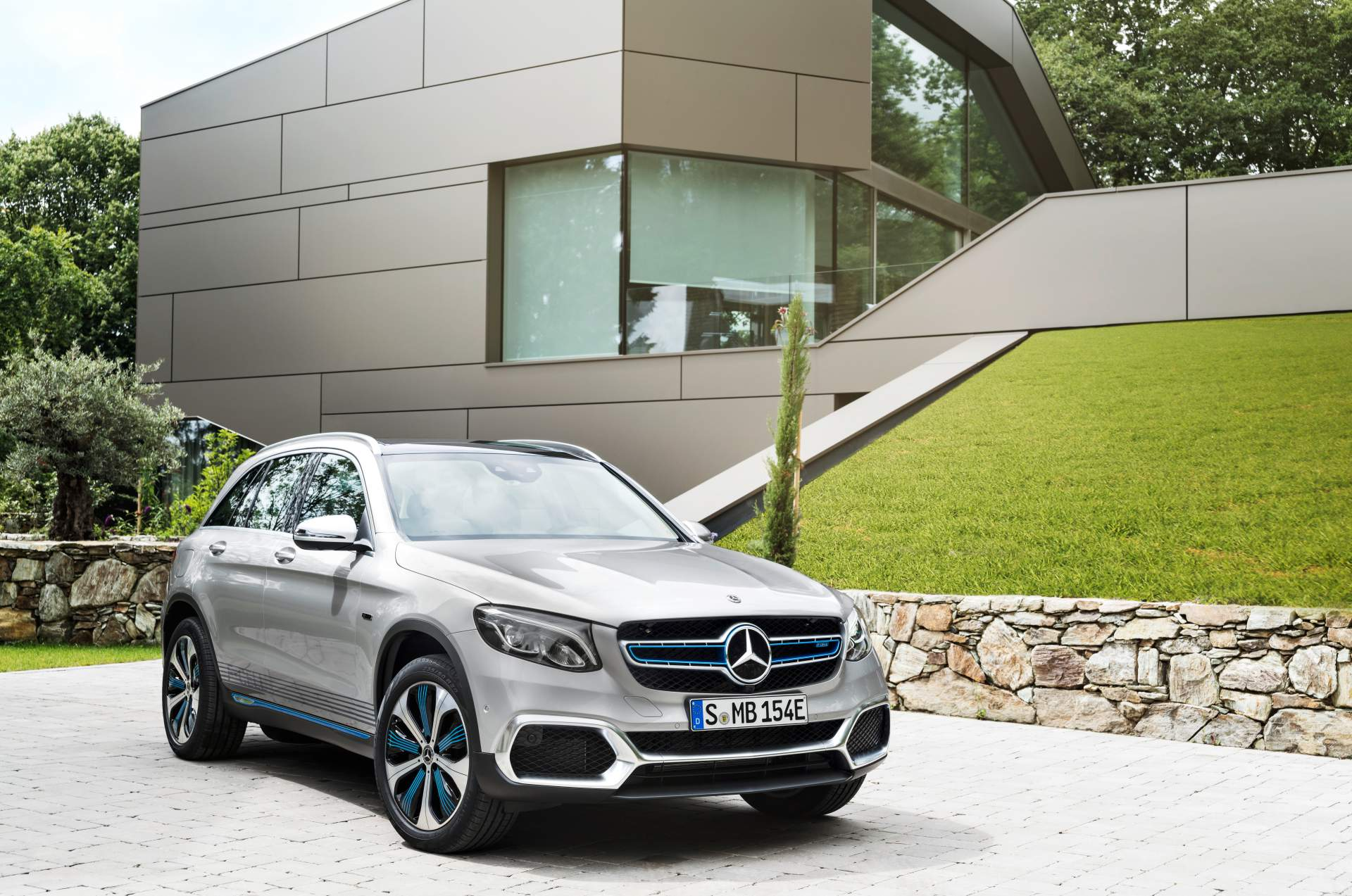 2019_Mercedes_GLC_F-Cell_0008