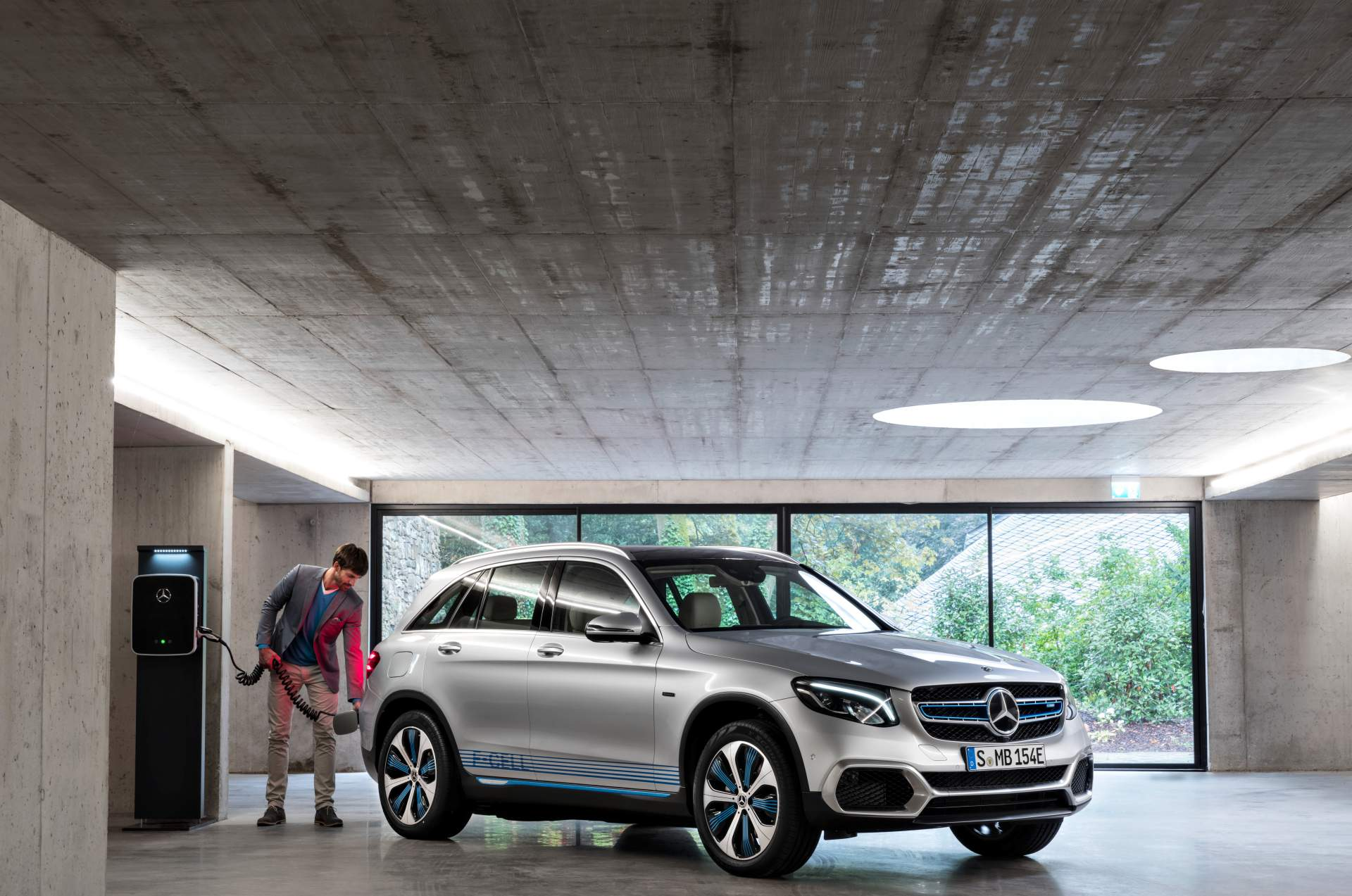 2019_Mercedes_GLC_F-Cell_0009