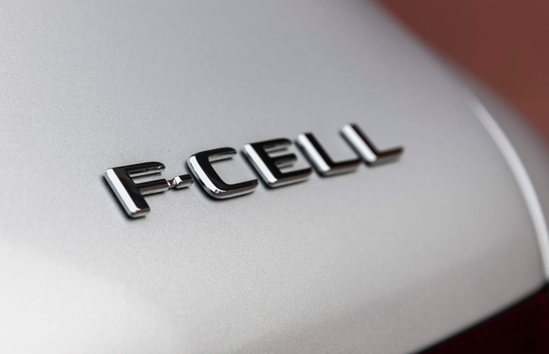 2019_Mercedes_GLC_F-Cell_0046