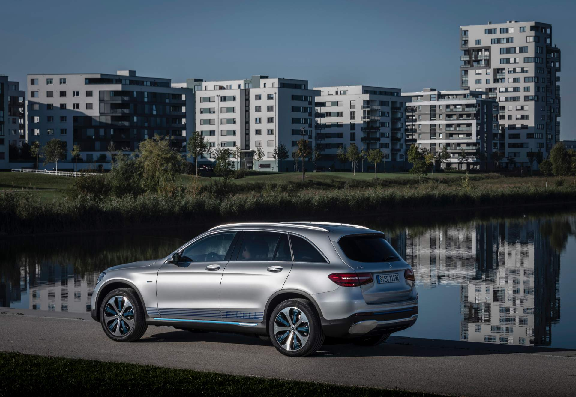 2019_Mercedes_GLC_F-Cell_0066