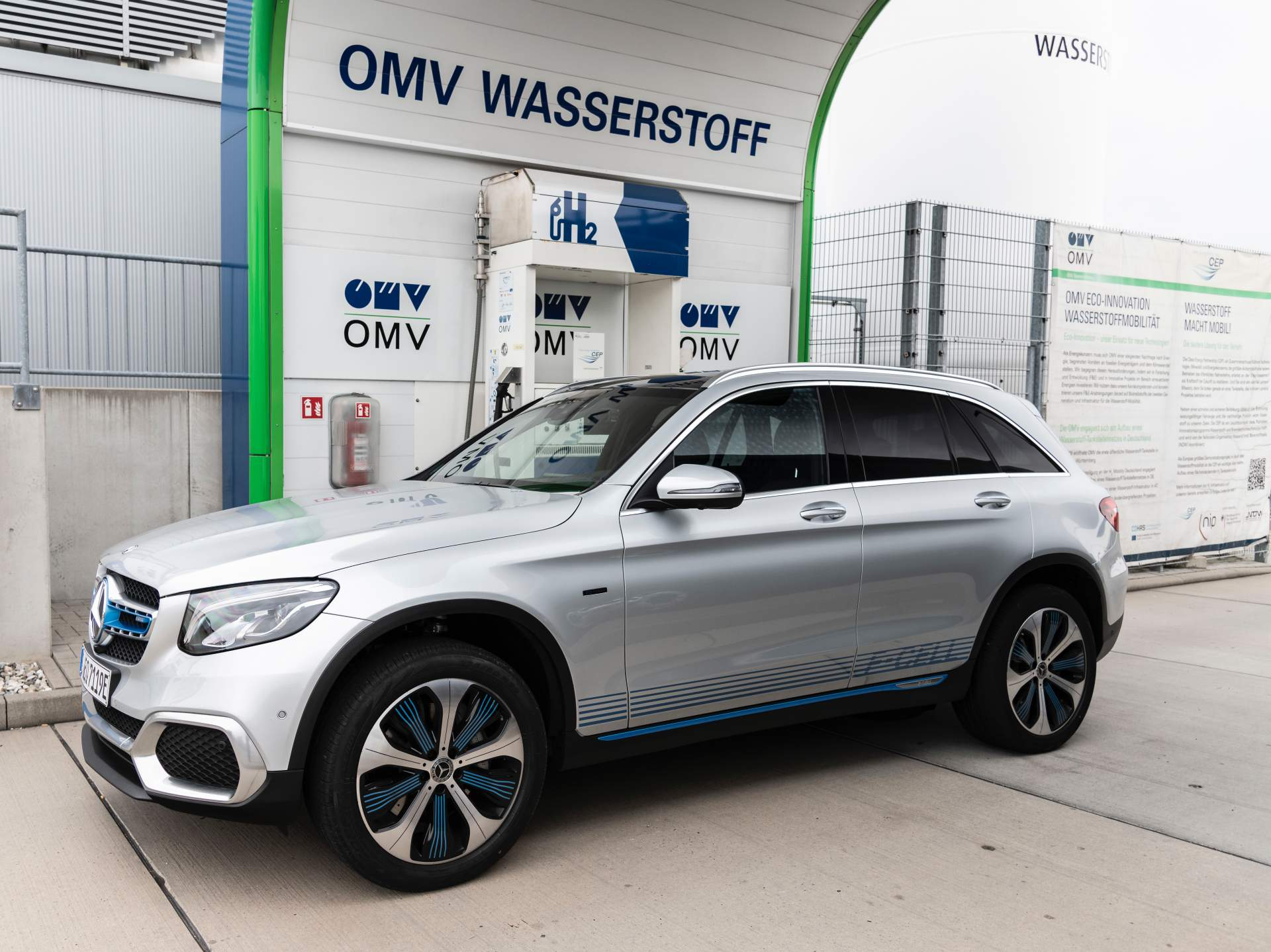 2019_Mercedes_GLC_F-Cell_0088