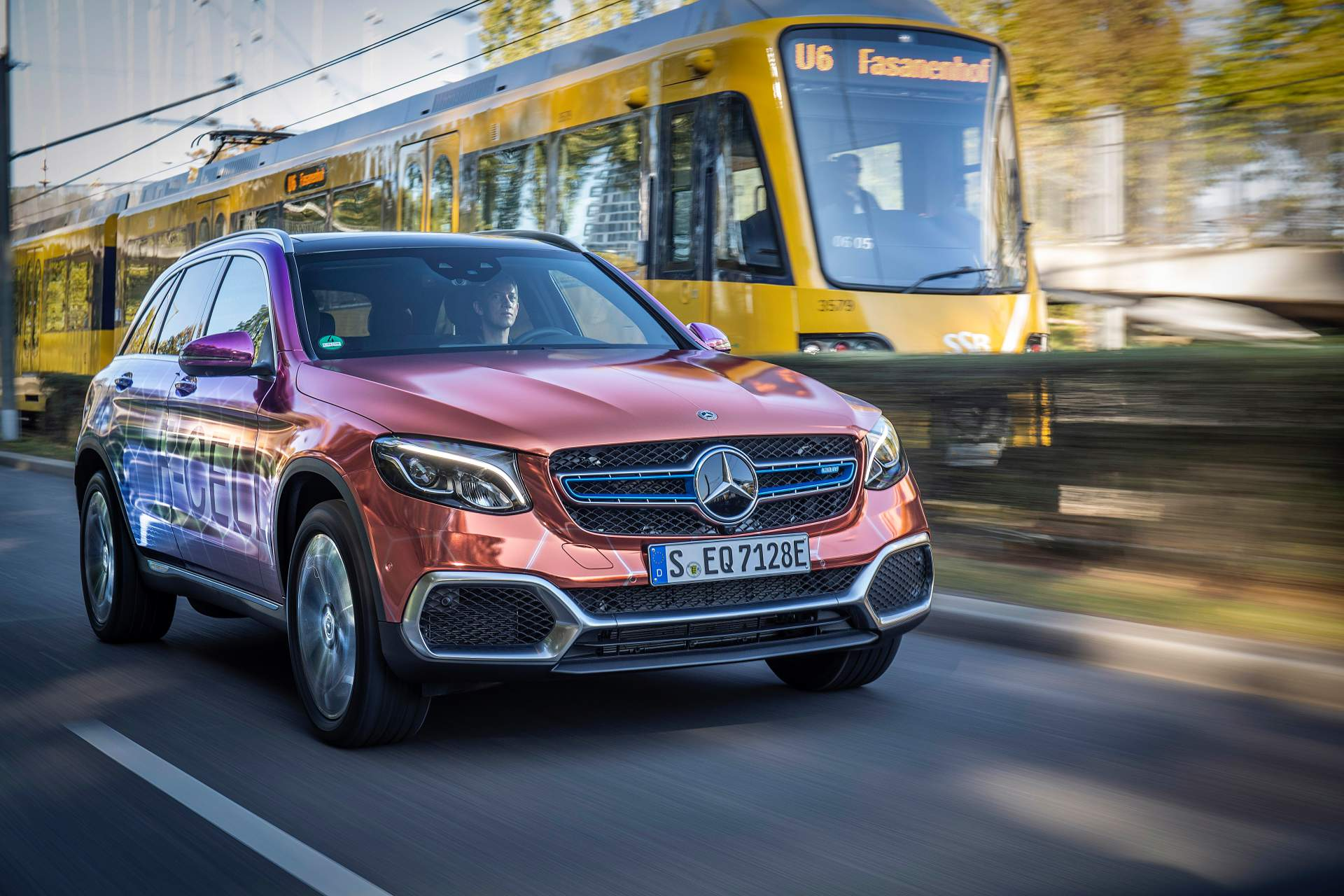 2019_Mercedes_GLC_F-Cell_0101