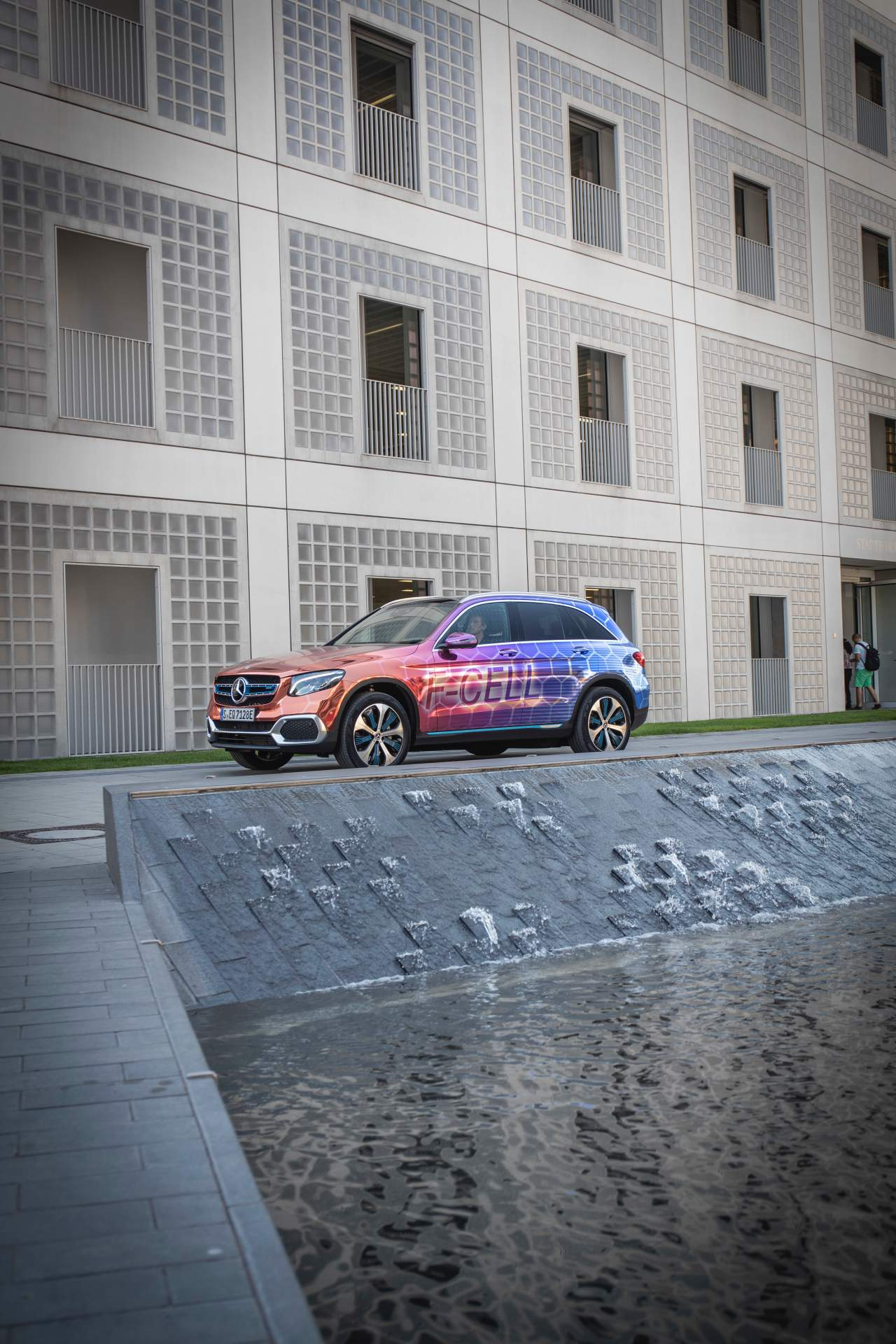 2019_Mercedes_GLC_F-Cell_0104