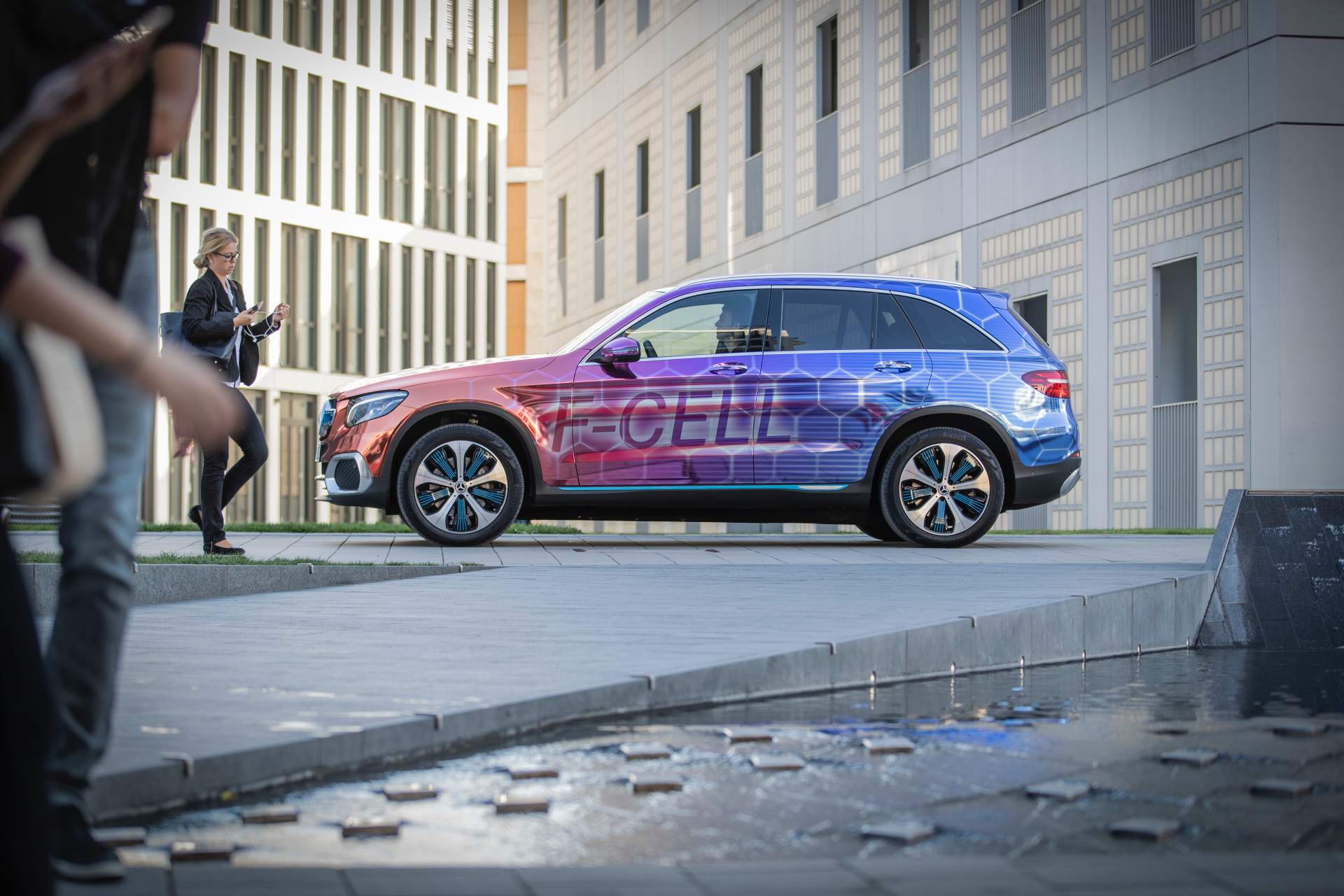 2019_Mercedes_GLC_F-Cell_0111