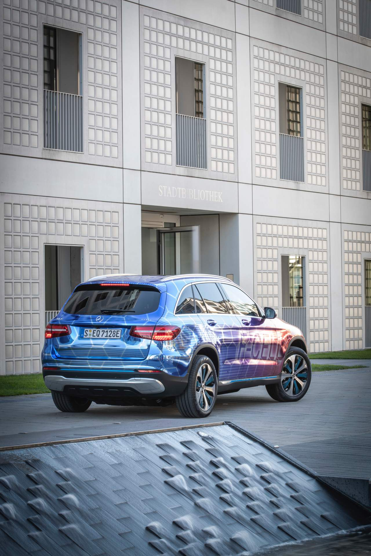 2019_Mercedes_GLC_F-Cell_0115