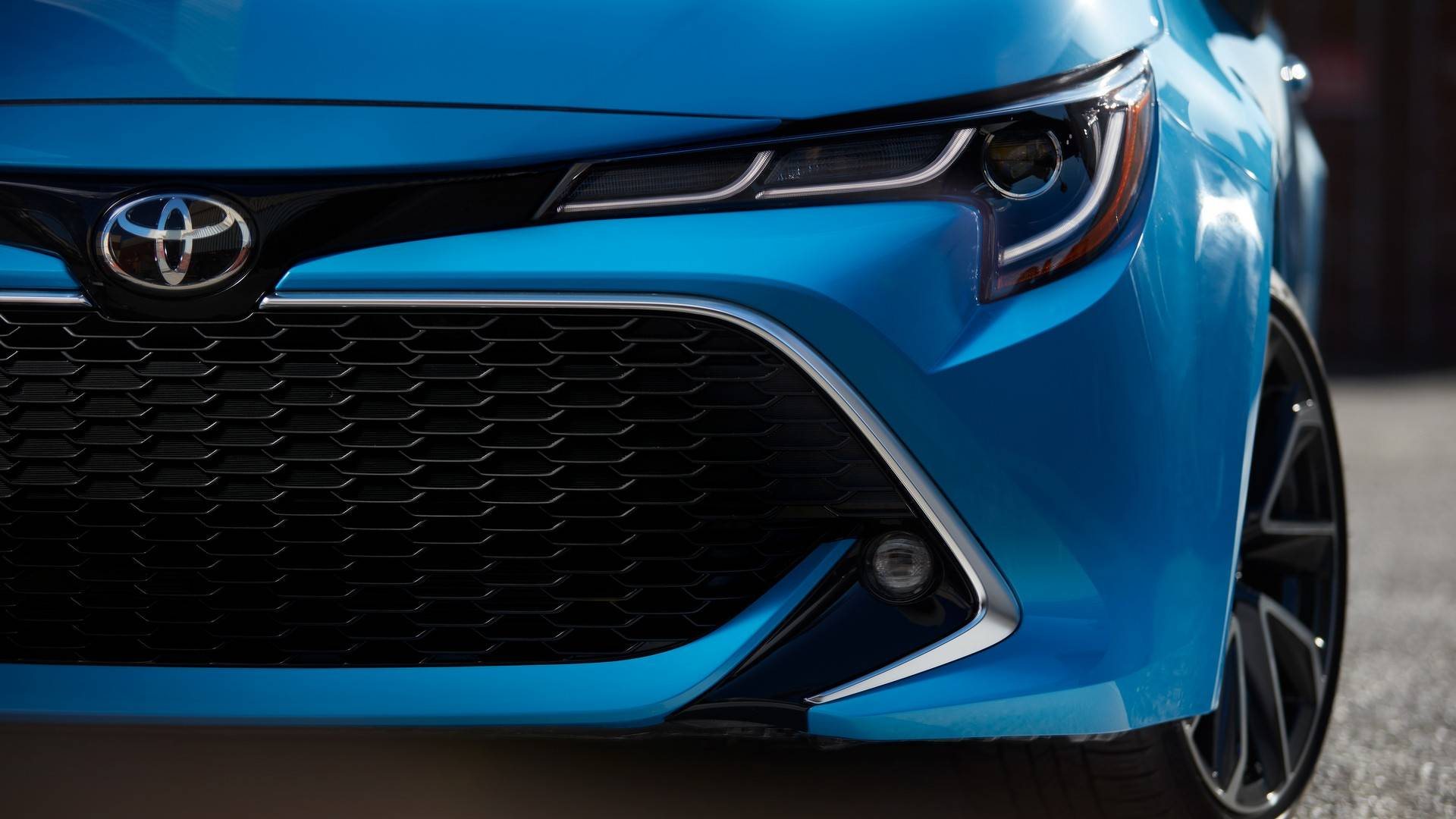 2019_Toyota_Corolla_Hatchback_0006