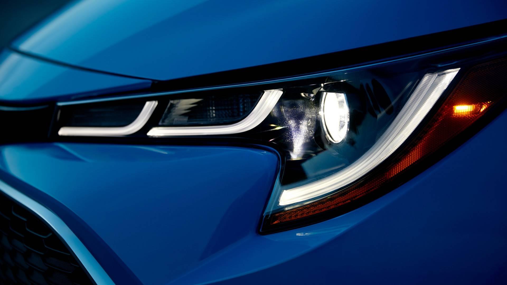 2019_Toyota_Corolla_Hatchback_0008