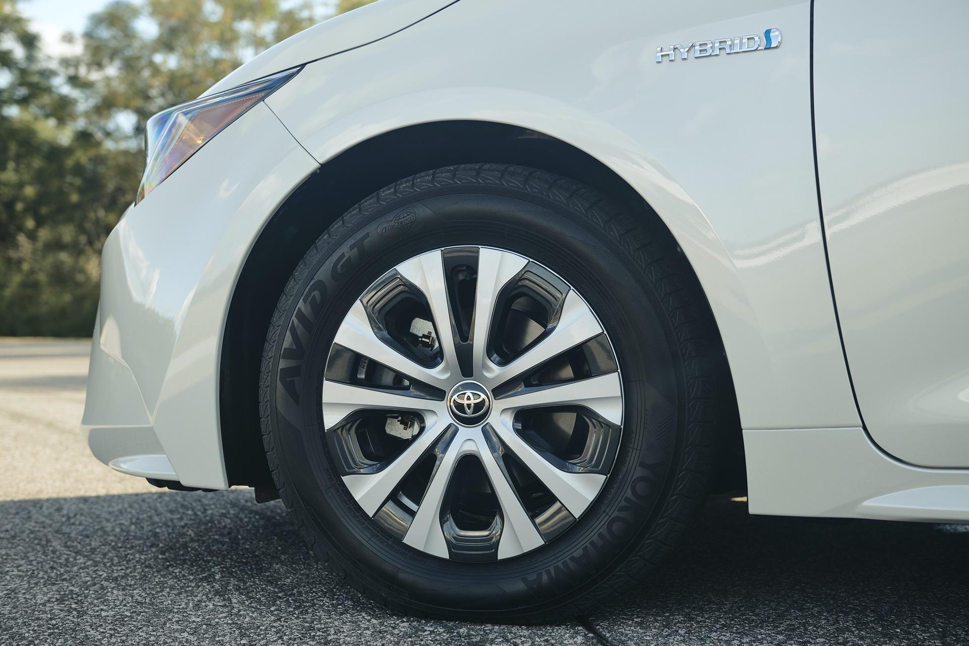 2019_Toyota_Corolla_Hybrid_0000