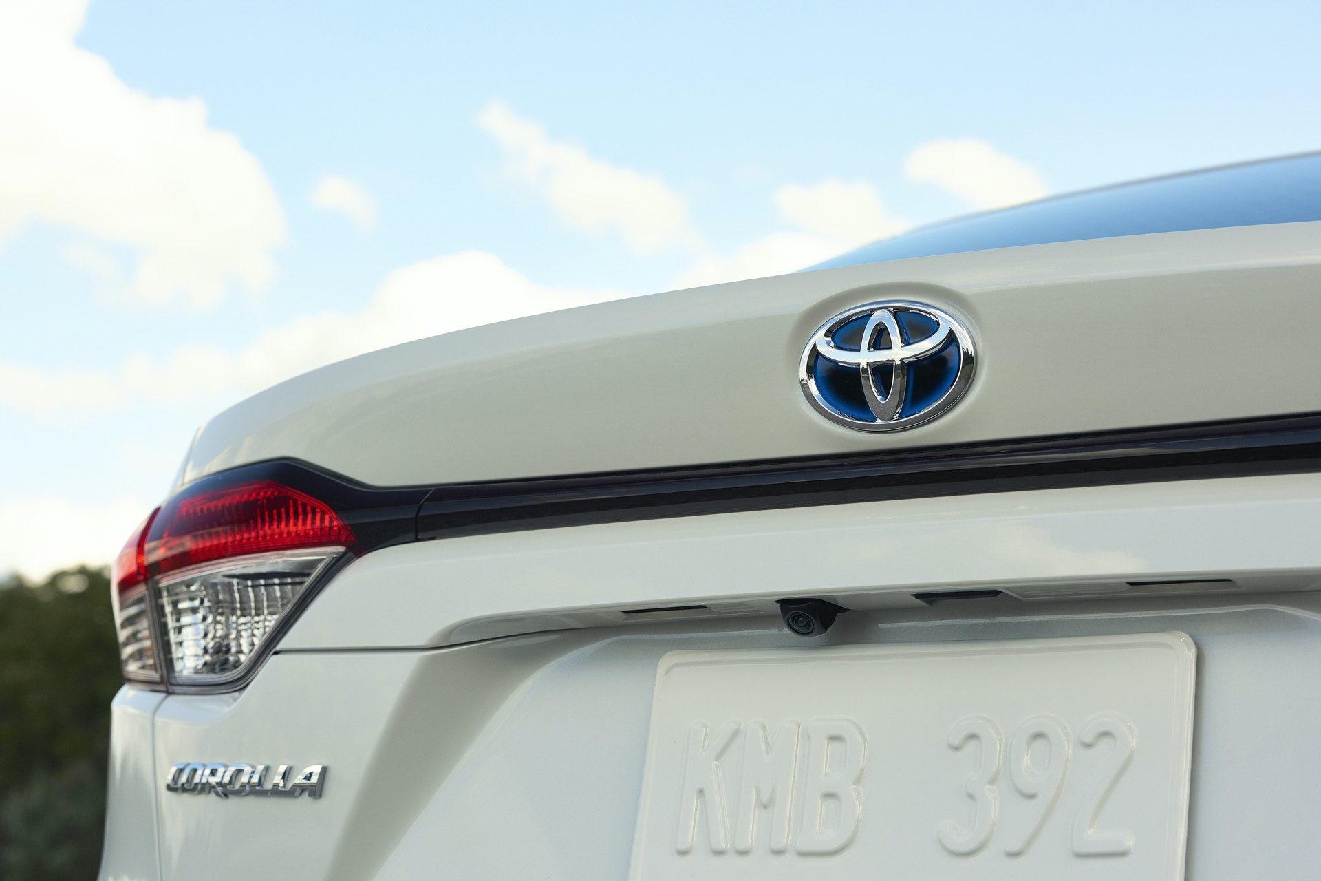 2019_Toyota_Corolla_Hybrid_0001