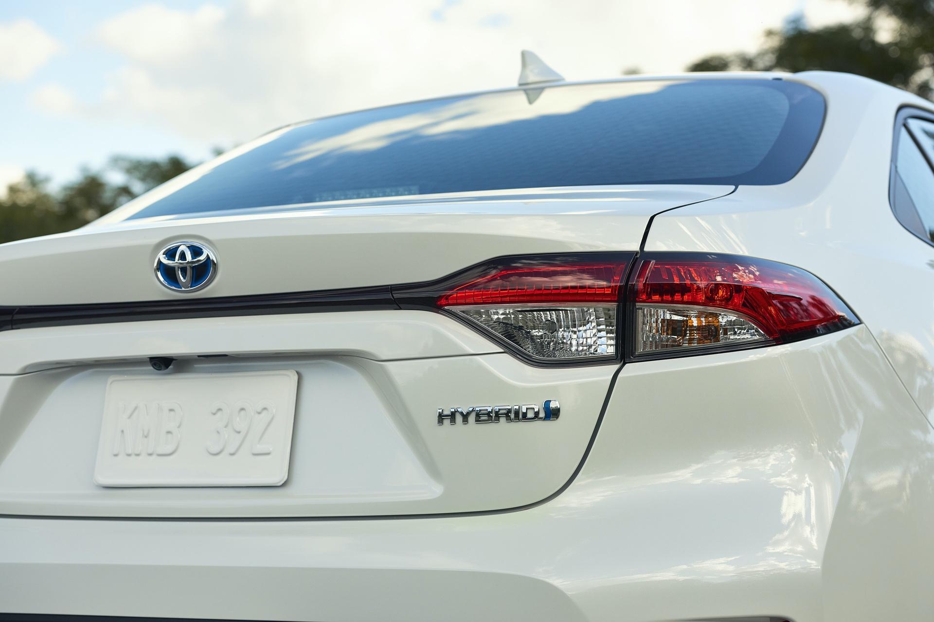 2019_Toyota_Corolla_Hybrid_0002