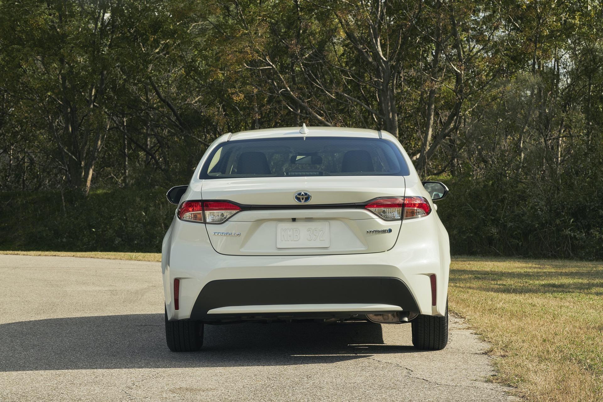 2019_Toyota_Corolla_Hybrid_0008