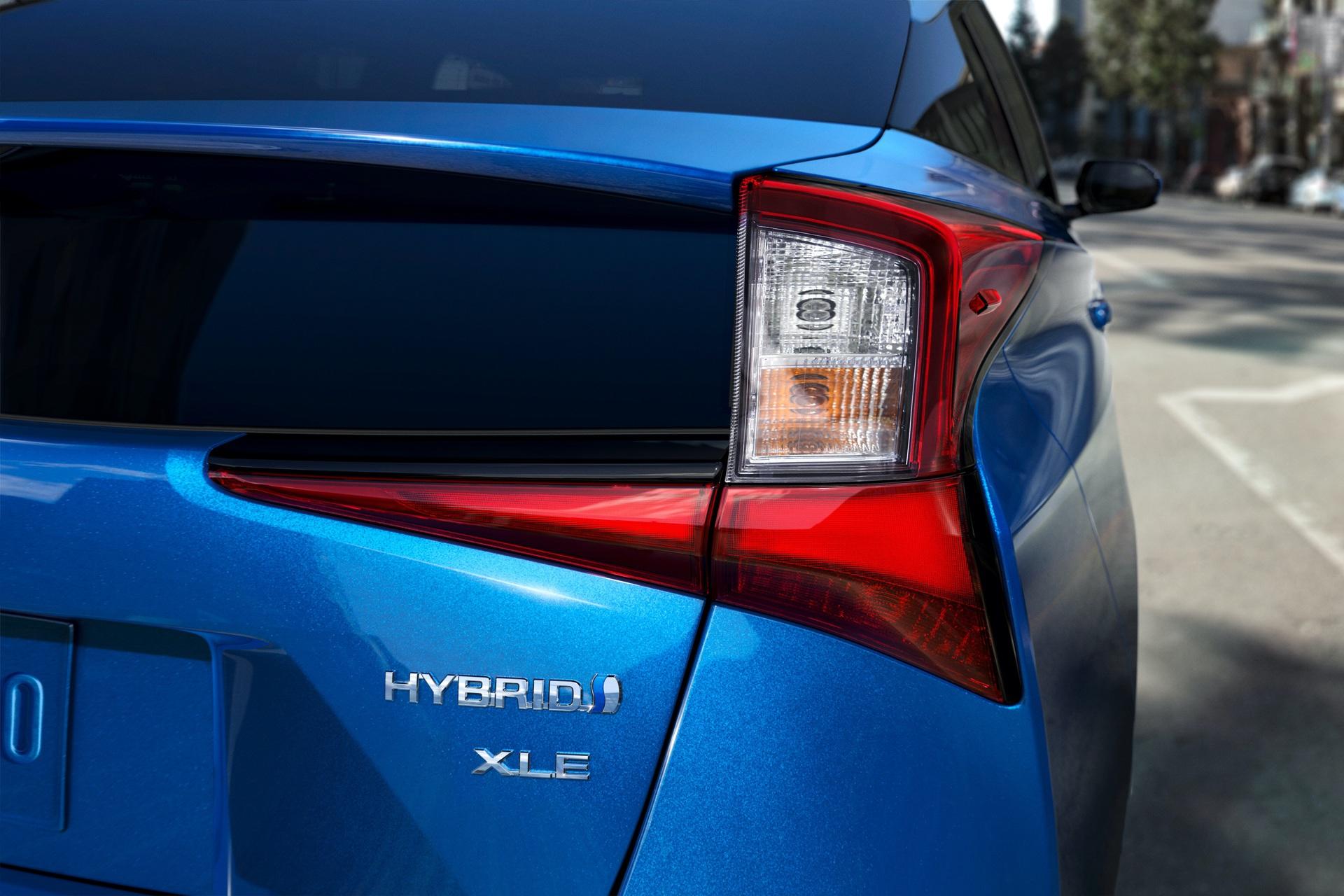 2019_Toyota_Prius_facelift0005
