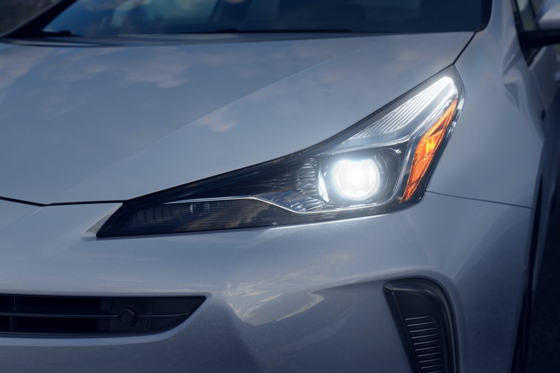 2019_Toyota_Prius_facelift0006