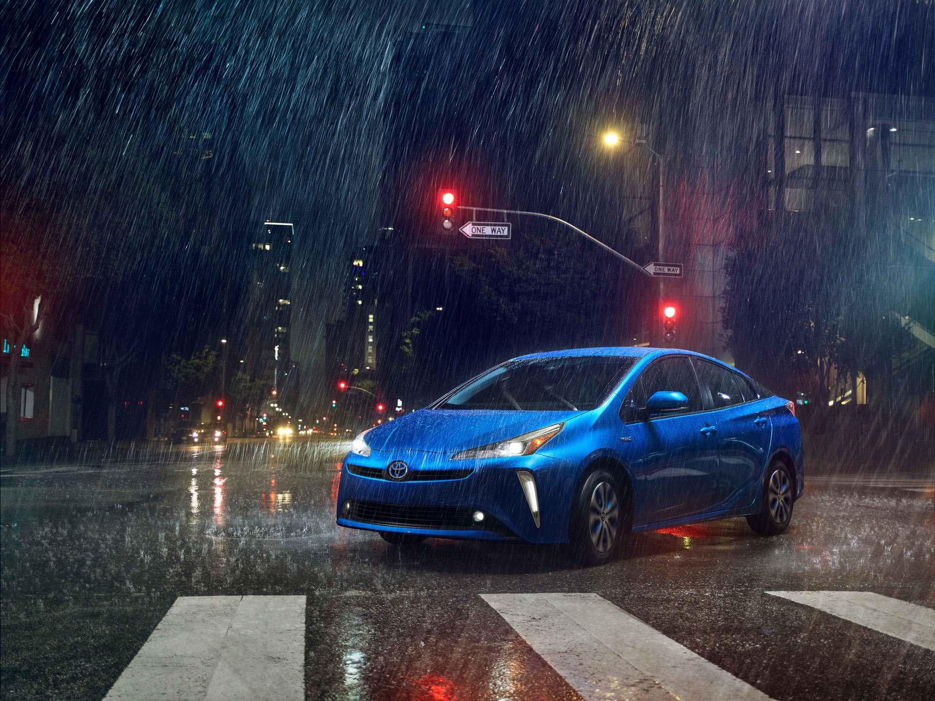 2019_Toyota_Prius_facelift0007