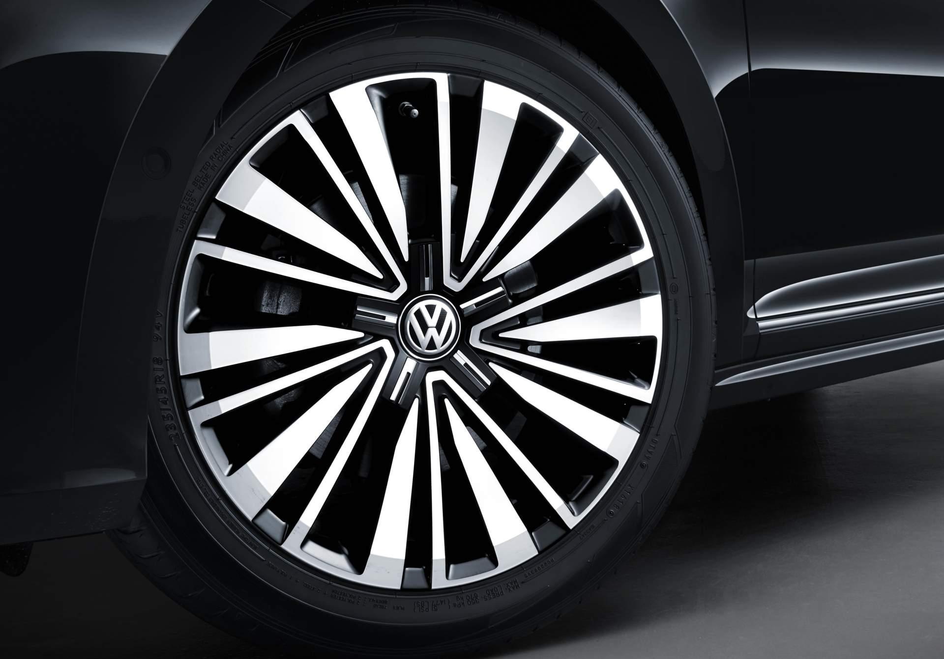 2019_VW_Passat_NMS_0013