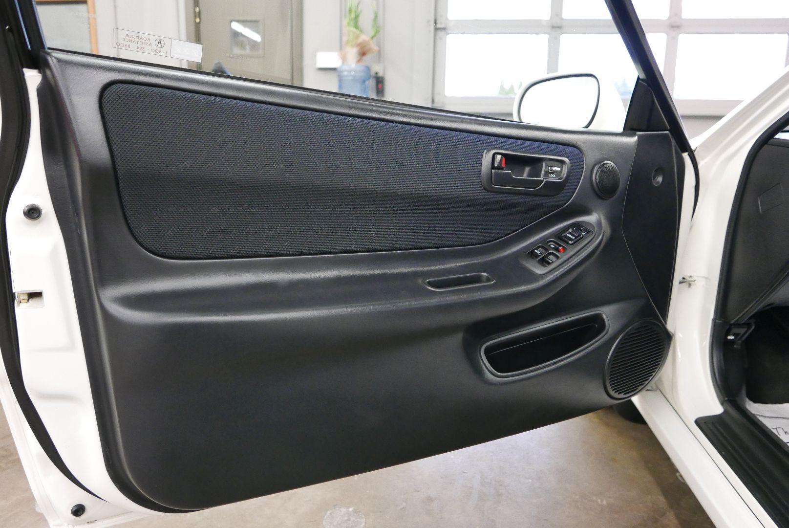 1997-Honda-Integra-Type-R-15