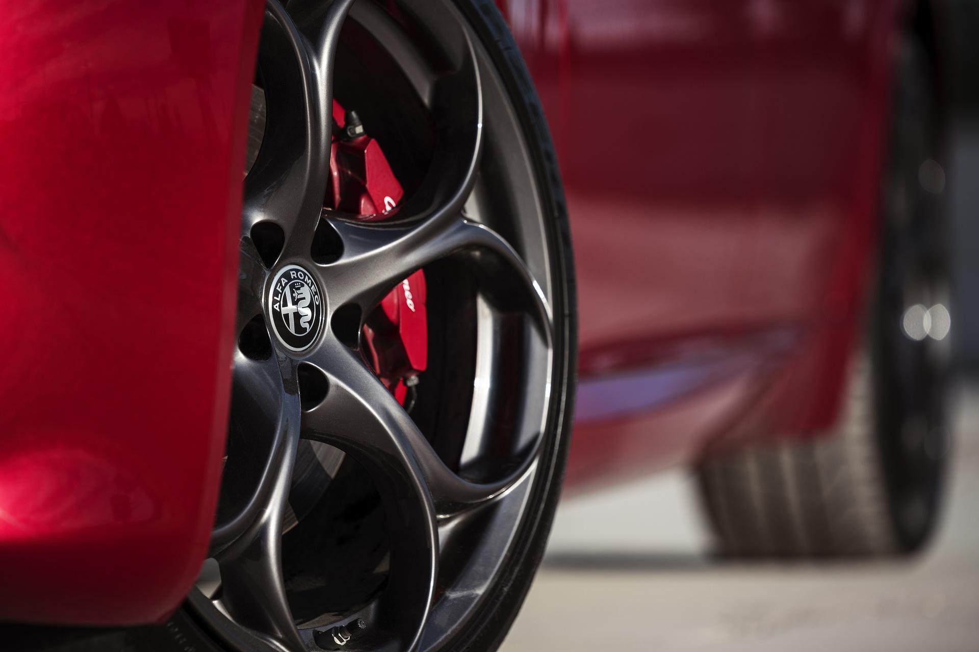 Alfa Romeo Giulia And Stelvio Nero Edizione (11)