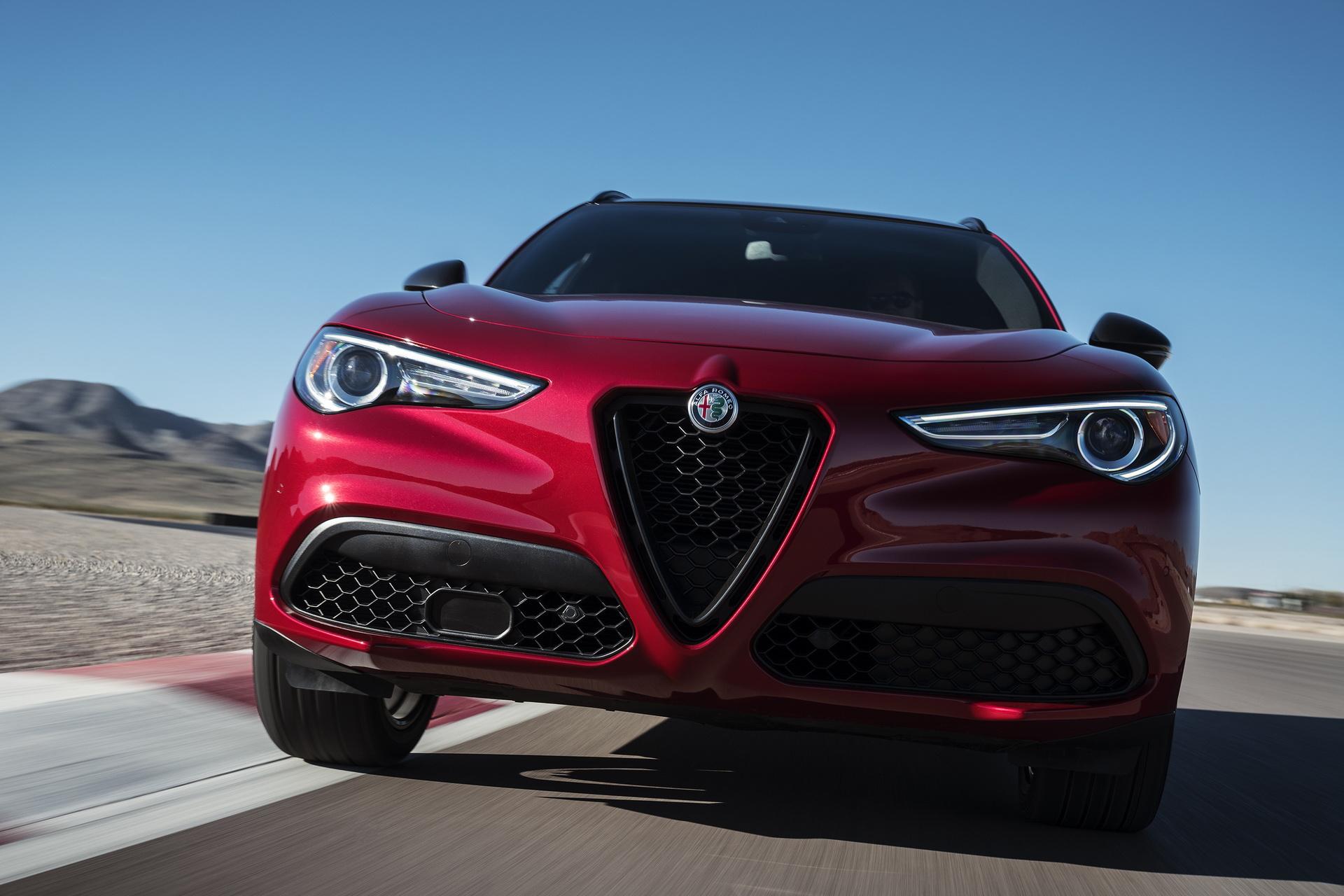 Alfa Romeo Giulia And Stelvio Nero Edizione (14)