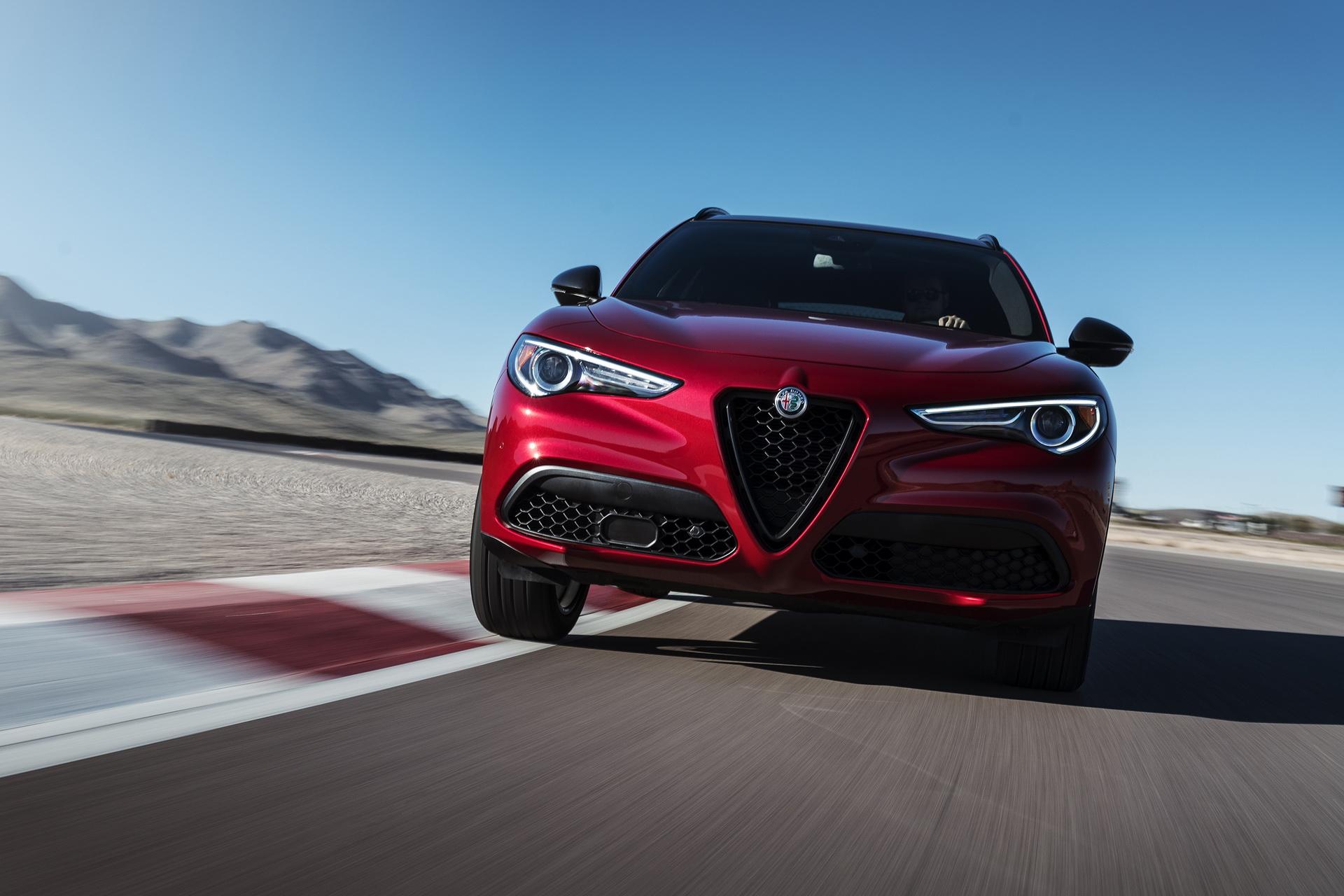 Alfa Romeo Giulia And Stelvio Nero Edizione (16)