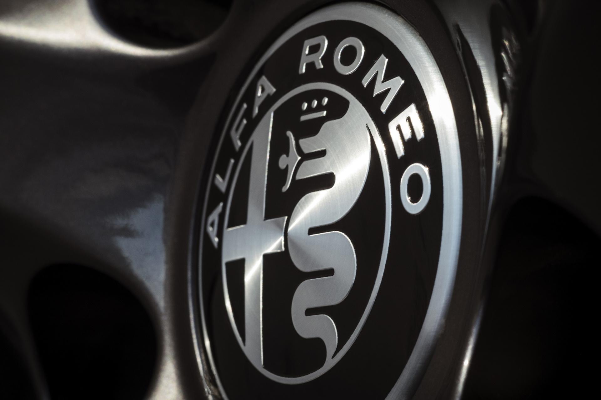 Alfa Romeo Giulia And Stelvio Nero Edizione (2)