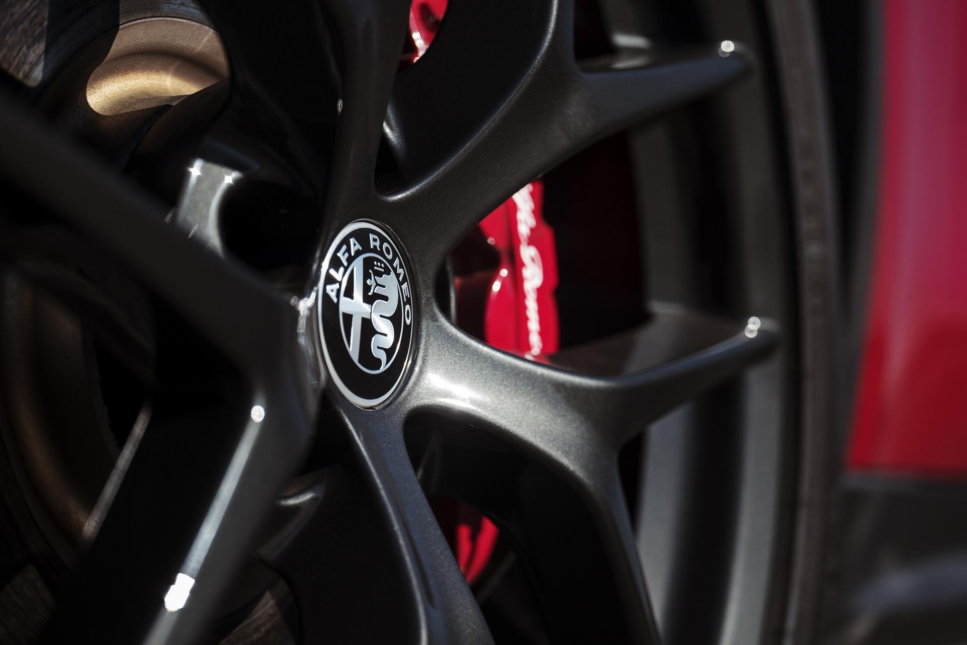 Alfa Romeo Giulia And Stelvio Nero Edizione (23)