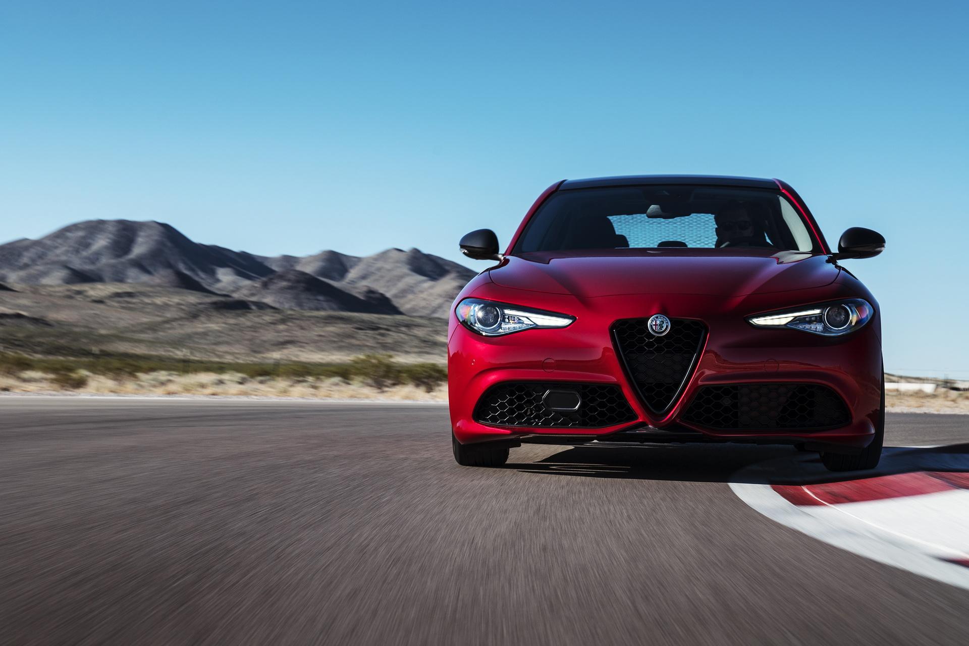 Alfa Romeo Giulia And Stelvio Nero Edizione (5)