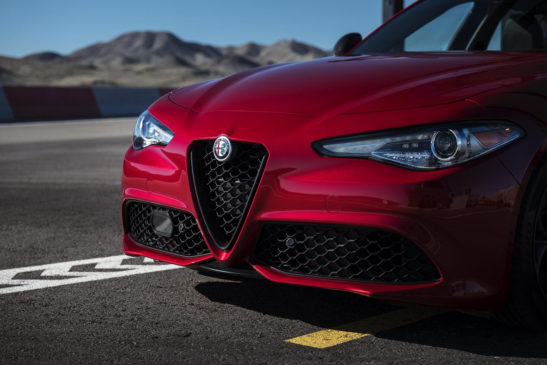 Alfa Romeo Giulia And Stelvio Nero Edizione (6)