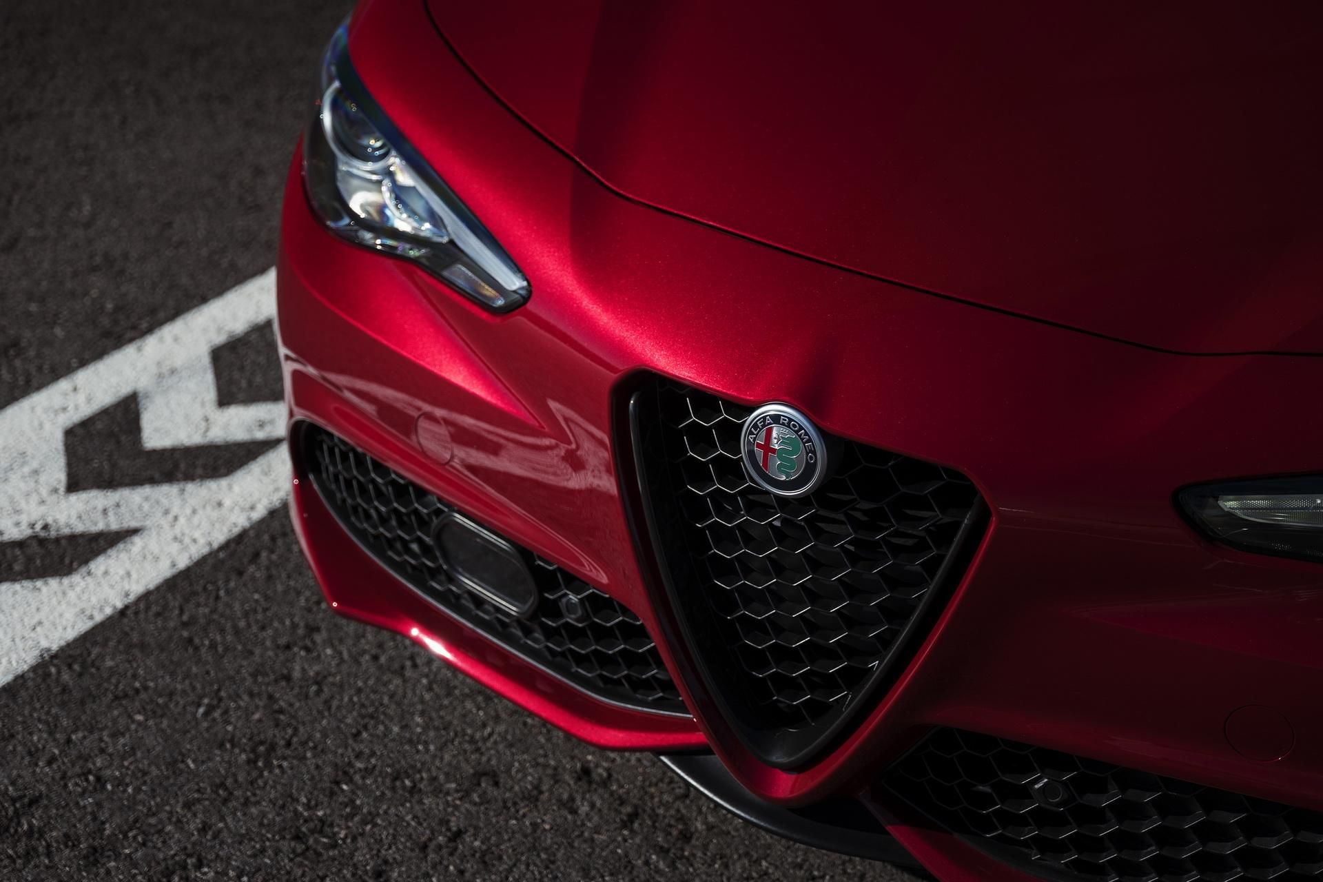 Alfa Romeo Giulia And Stelvio Nero Edizione (7)