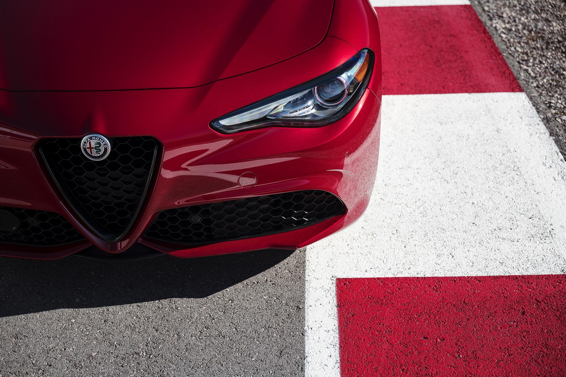 Alfa Romeo Giulia And Stelvio Nero Edizione (8)