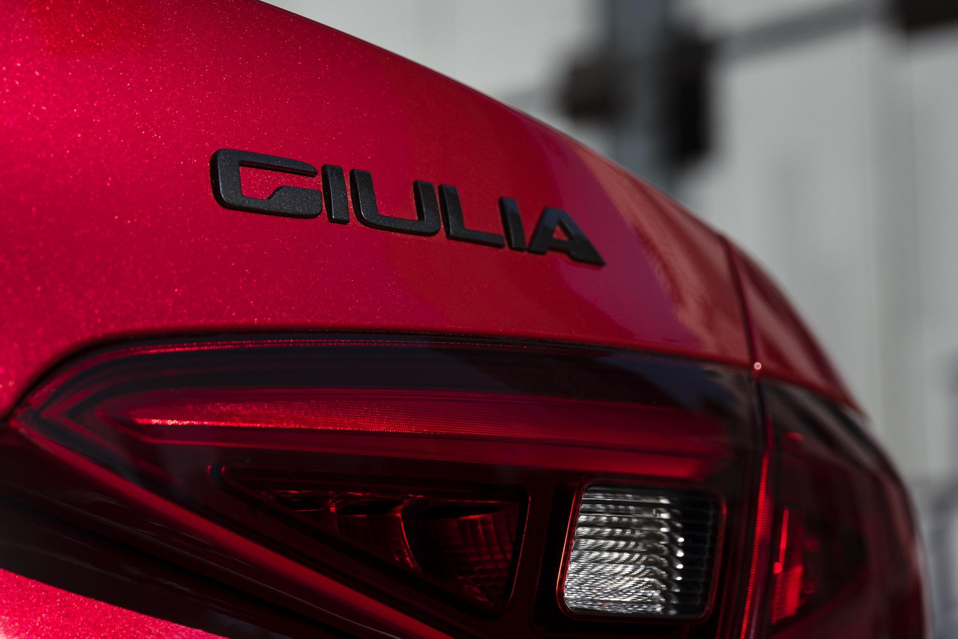 Alfa Romeo Giulia And Stelvio Nero Edizione (9)