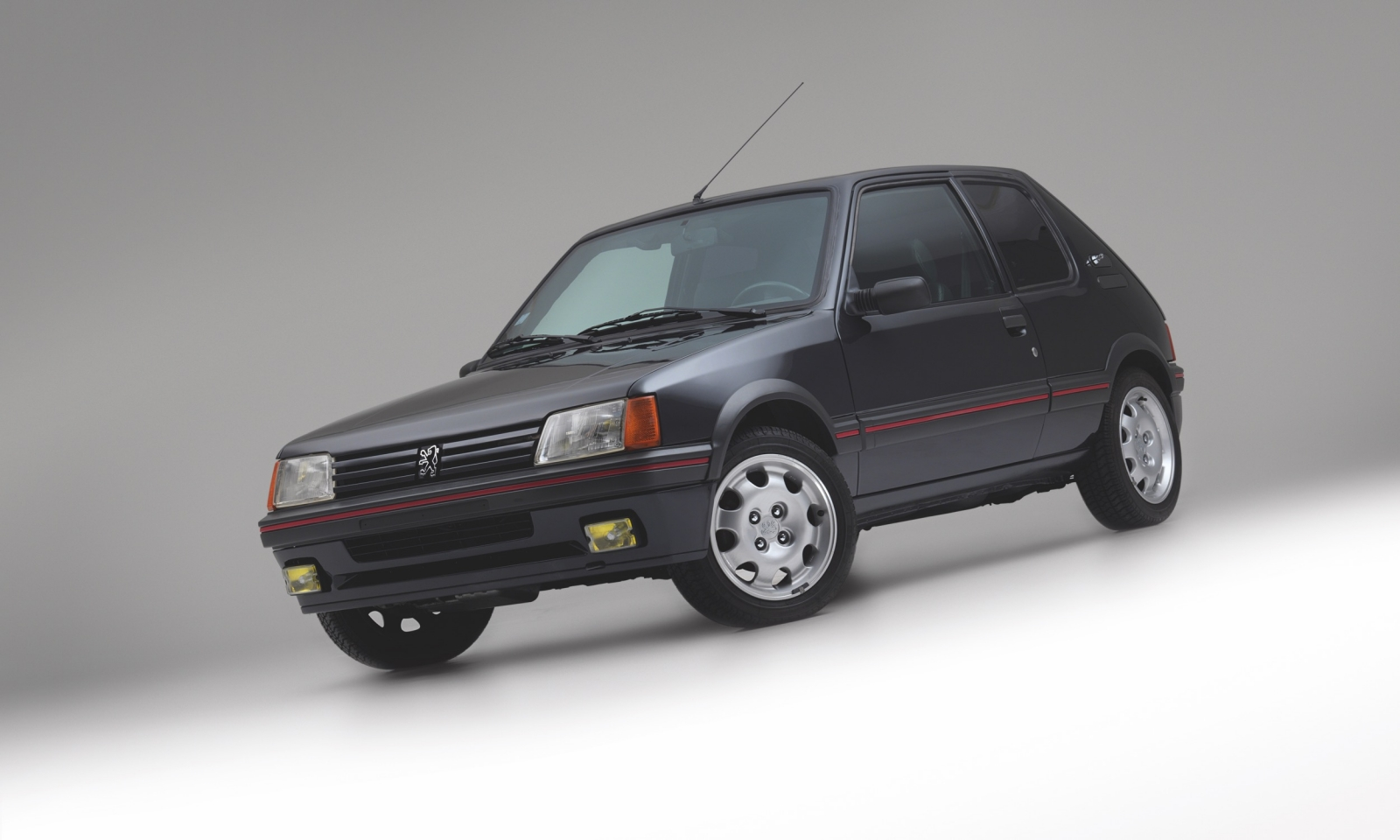 Armored_1990_Peugeot_205_GTI_0000