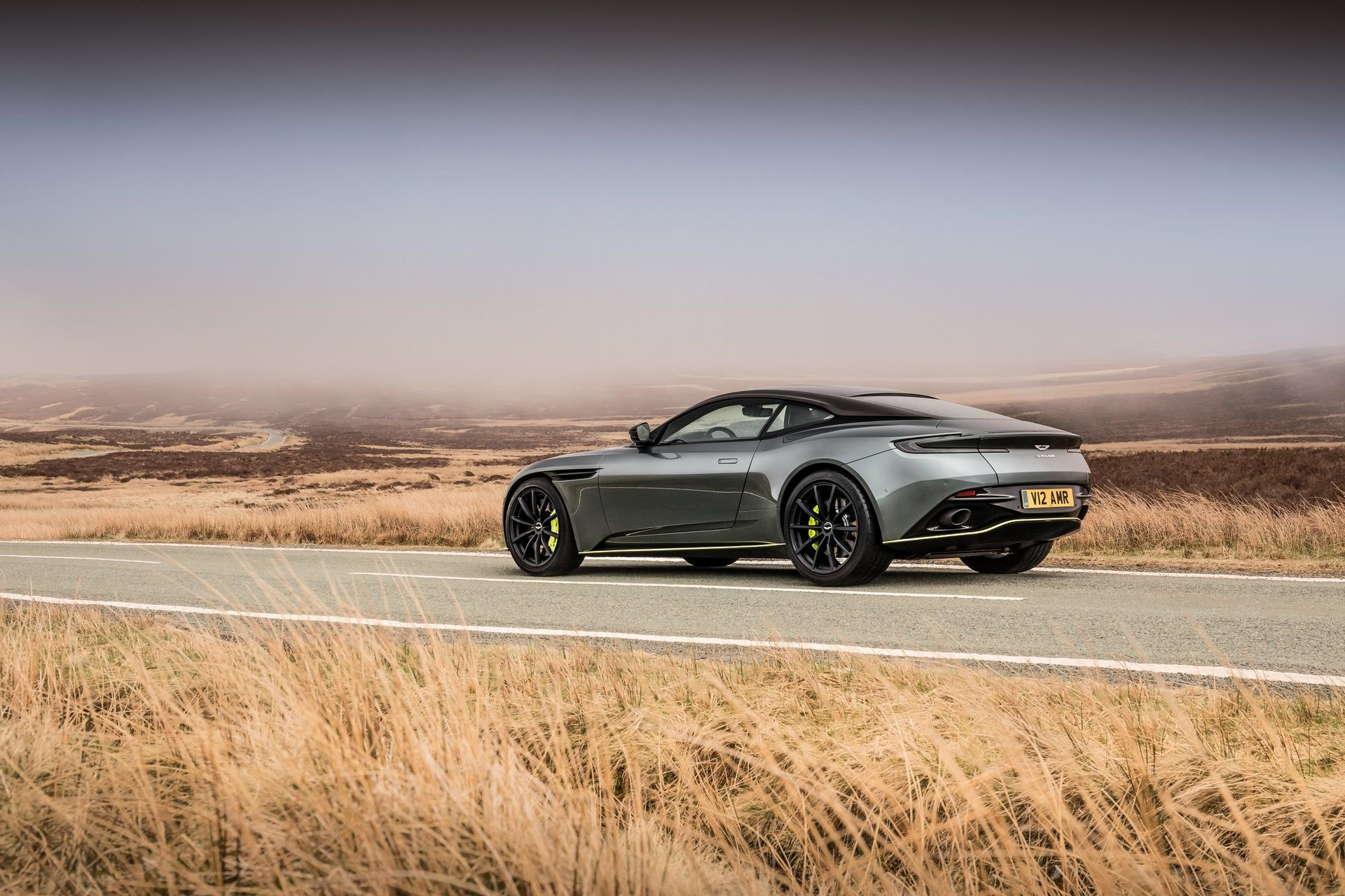 Aston-Martin-DB11-AMR-11