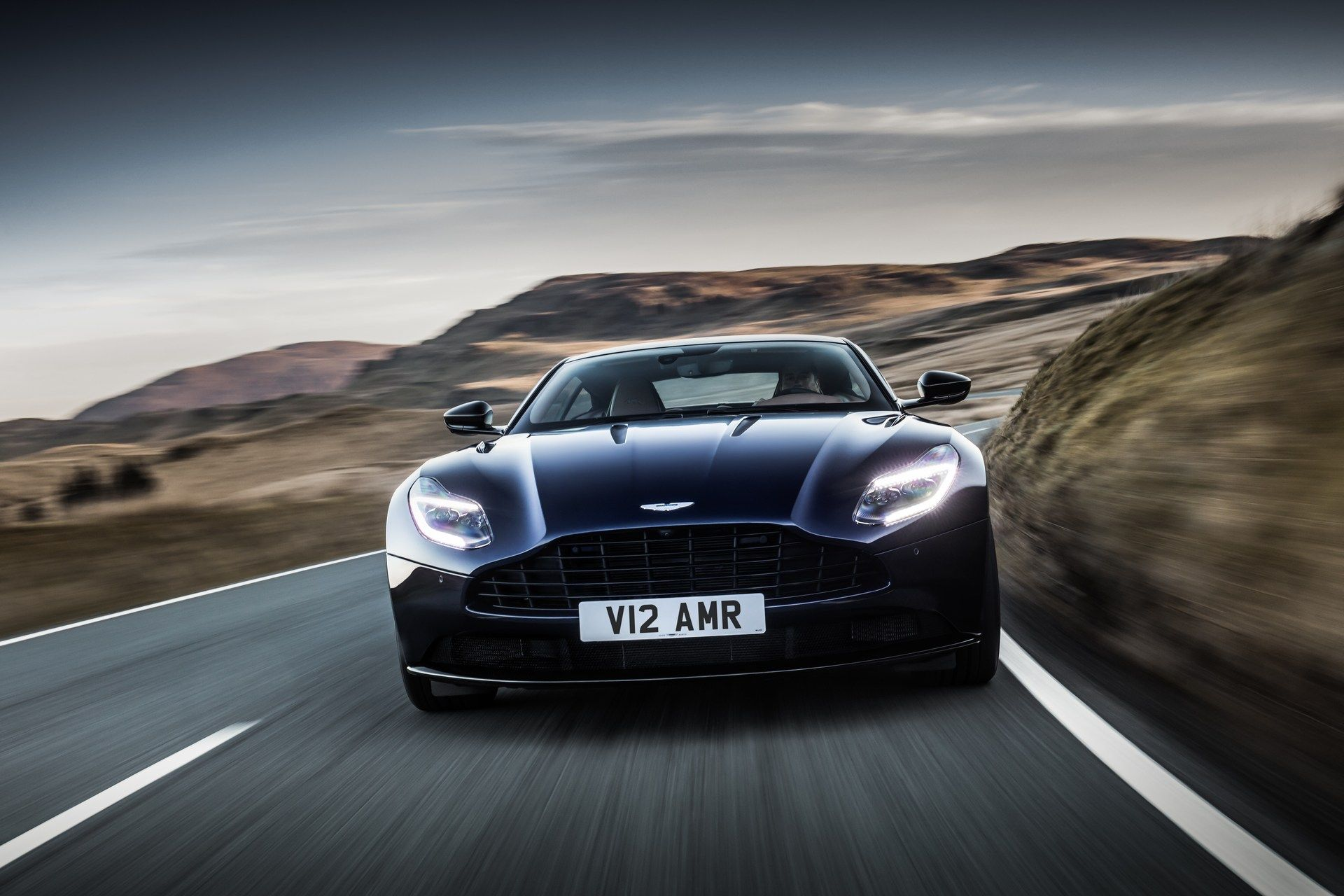 Aston-Martin-DB11-AMR-20