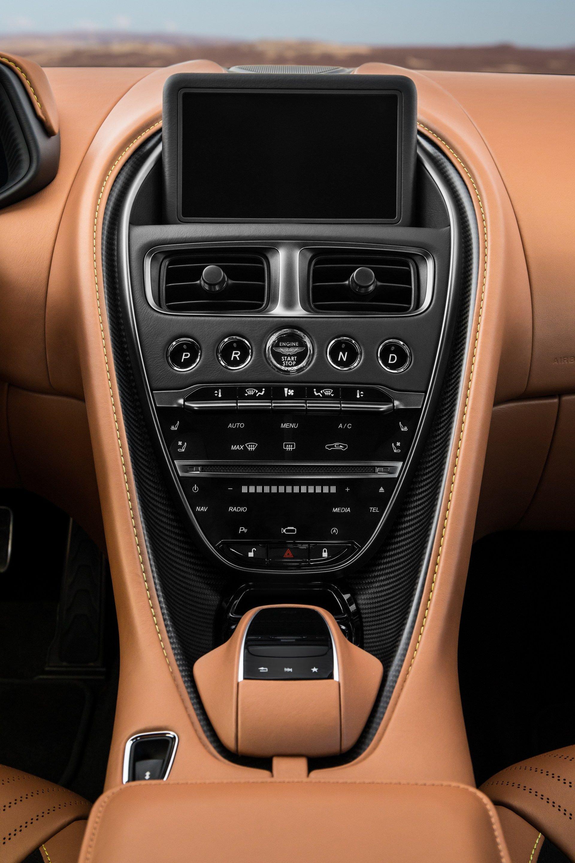 Aston-Martin-DB11-AMR-22
