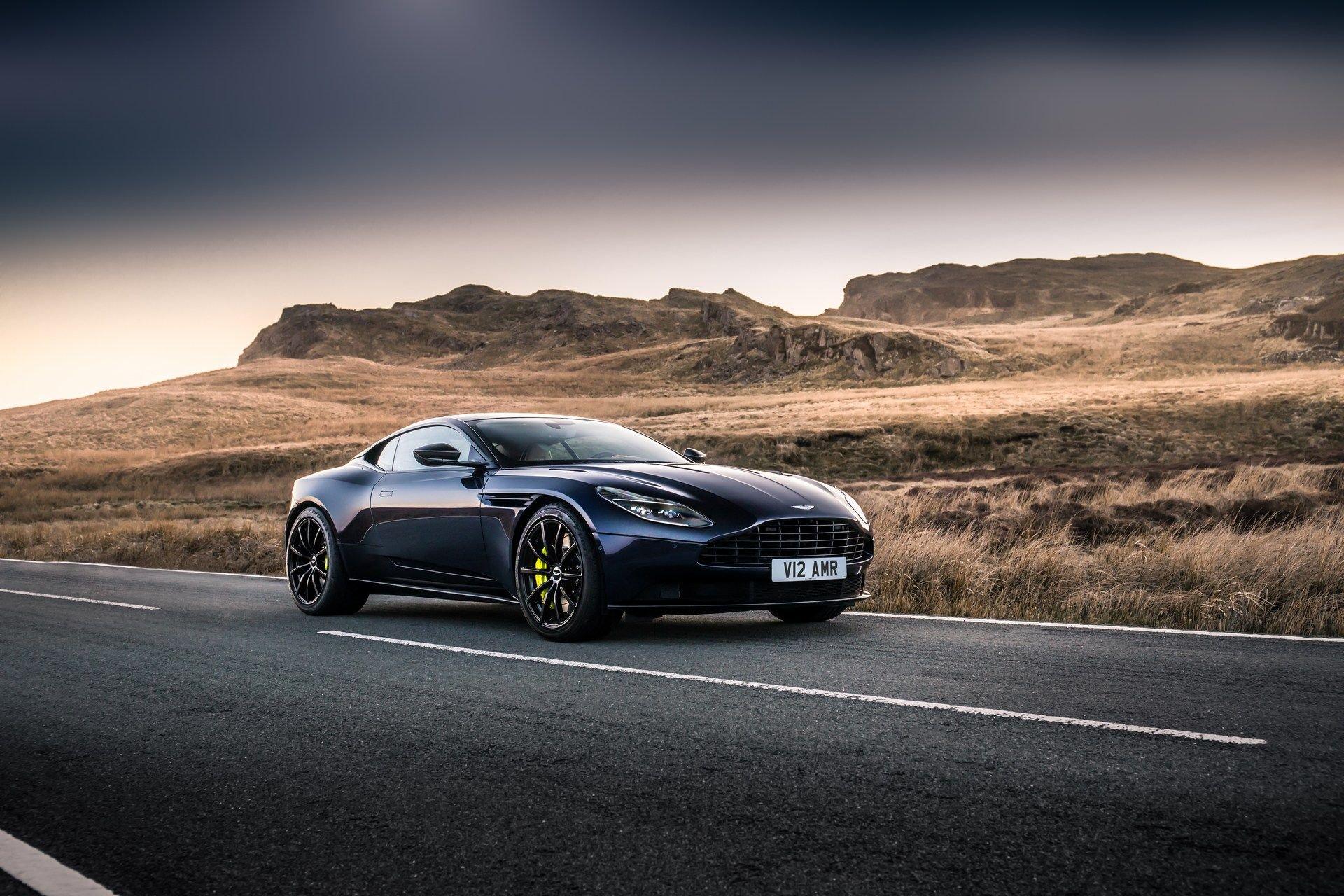 Aston-Martin-DB11-AMR-23