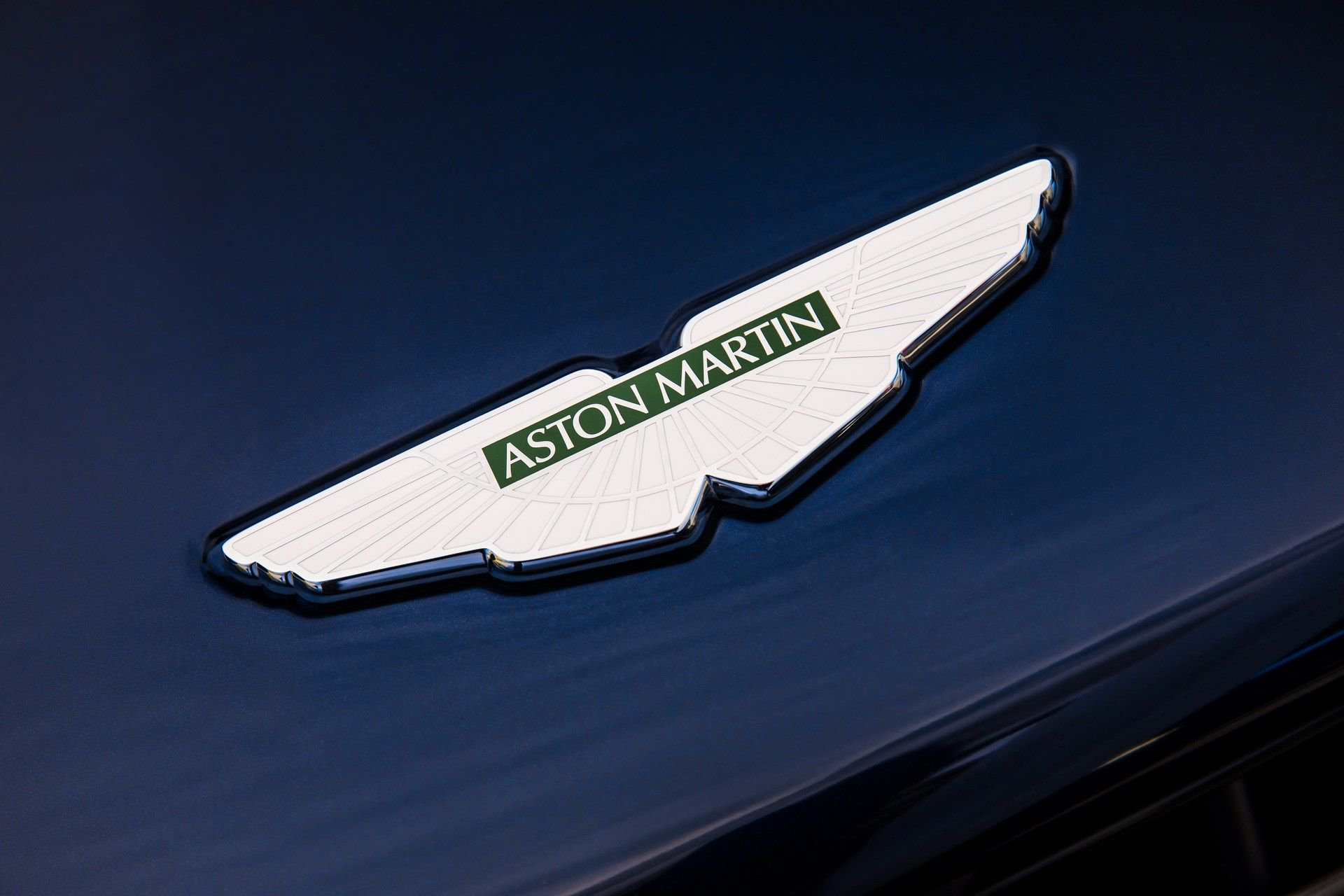 Aston-Martin-DB11-AMR-24